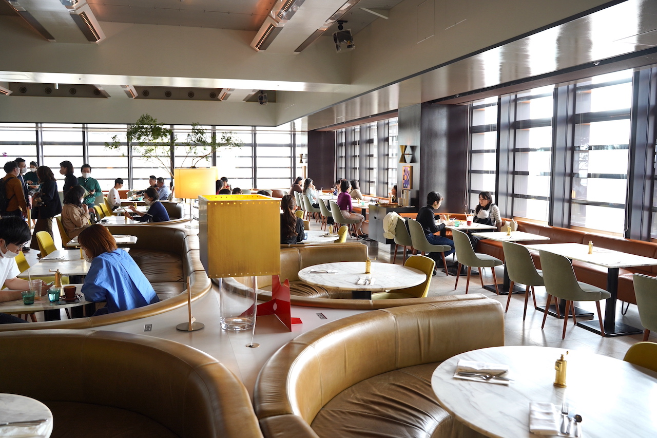 銀座店の様子。開放的な空間が心地よかったです。朝8:30から開いているので朝食を楽しみにいくのもおすすめ