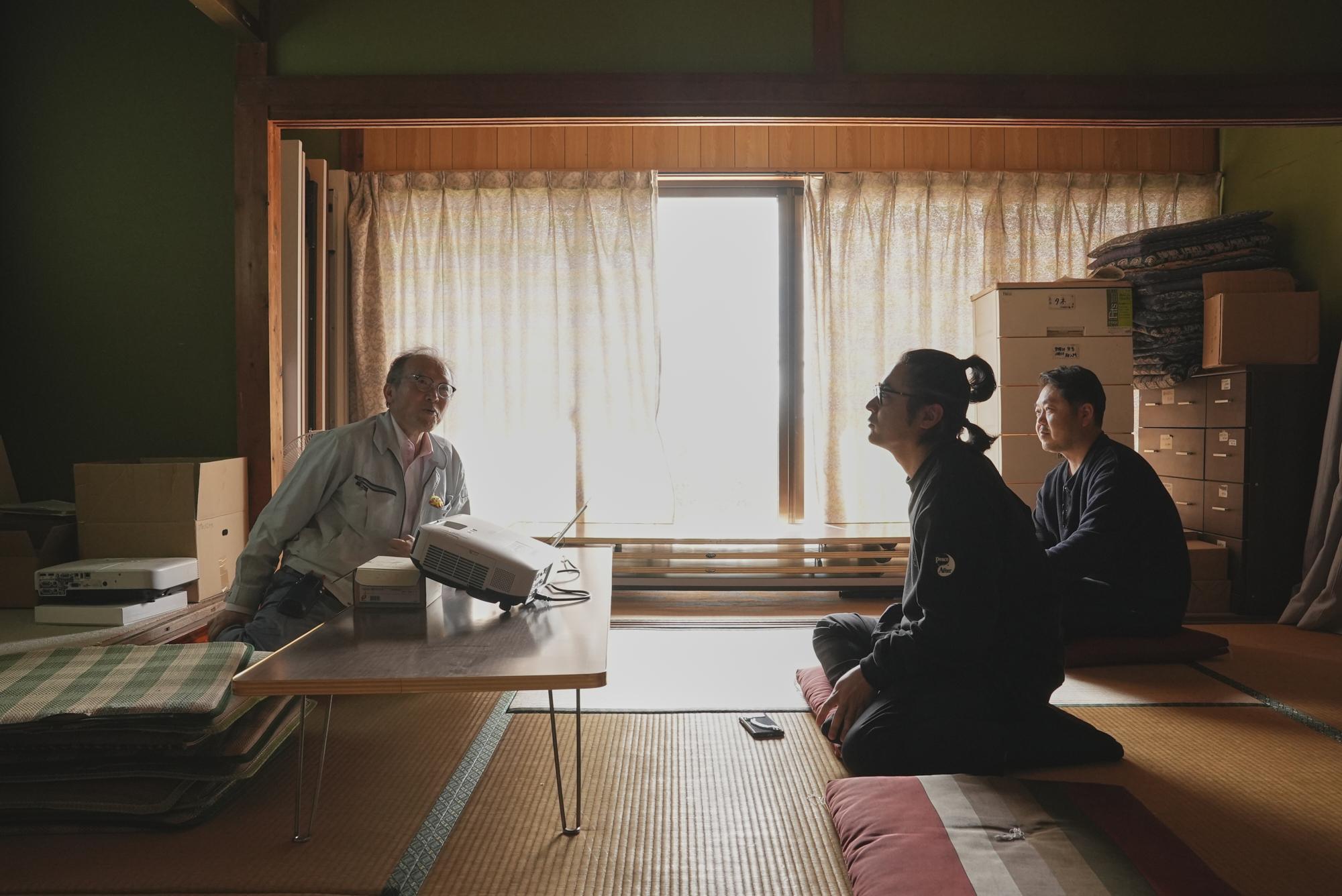 長崎県佐世保市にある「菌ちゃんふぁーむ」にて。吉田俊道先生から農業に関わる菌の働きなどを学ぶ