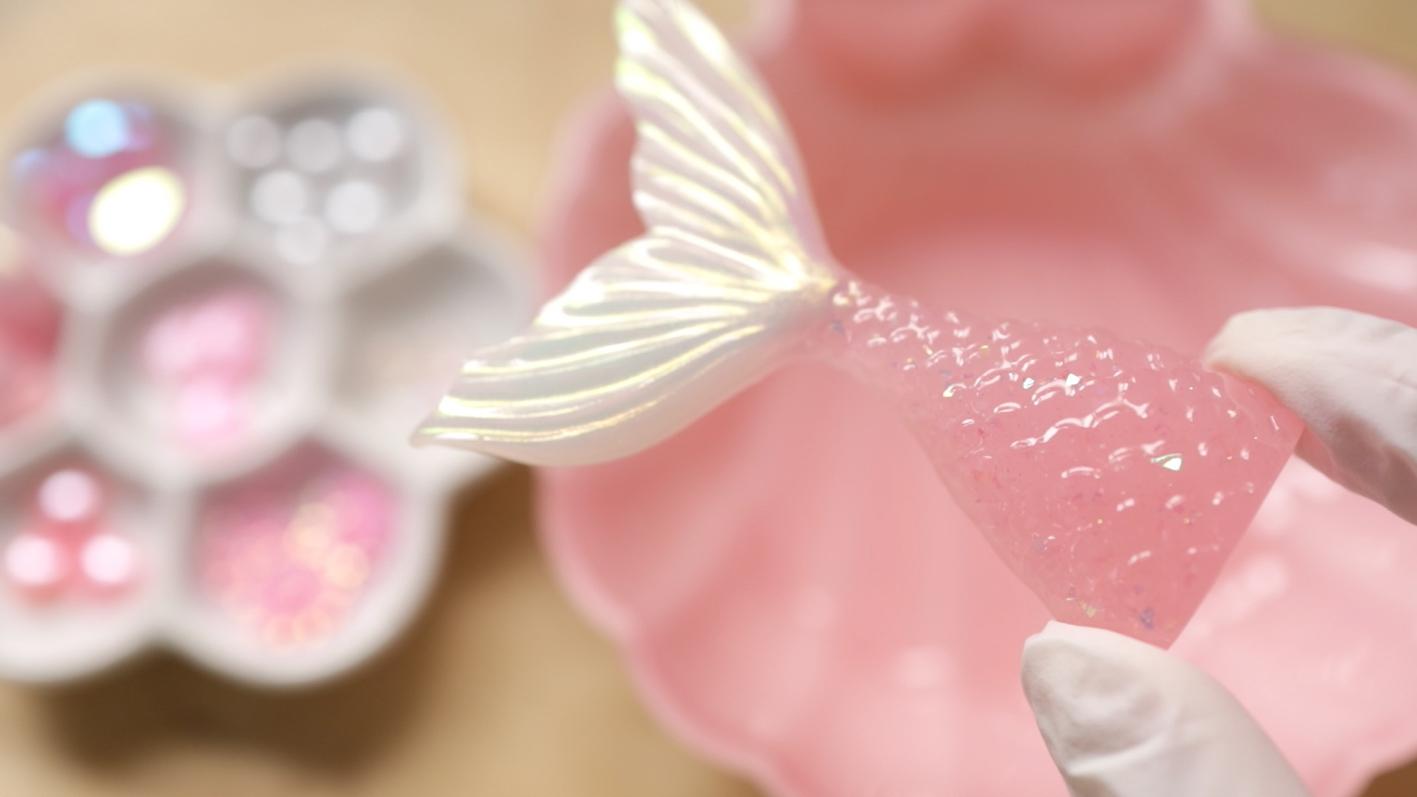 淡いピンクとホワイトに
