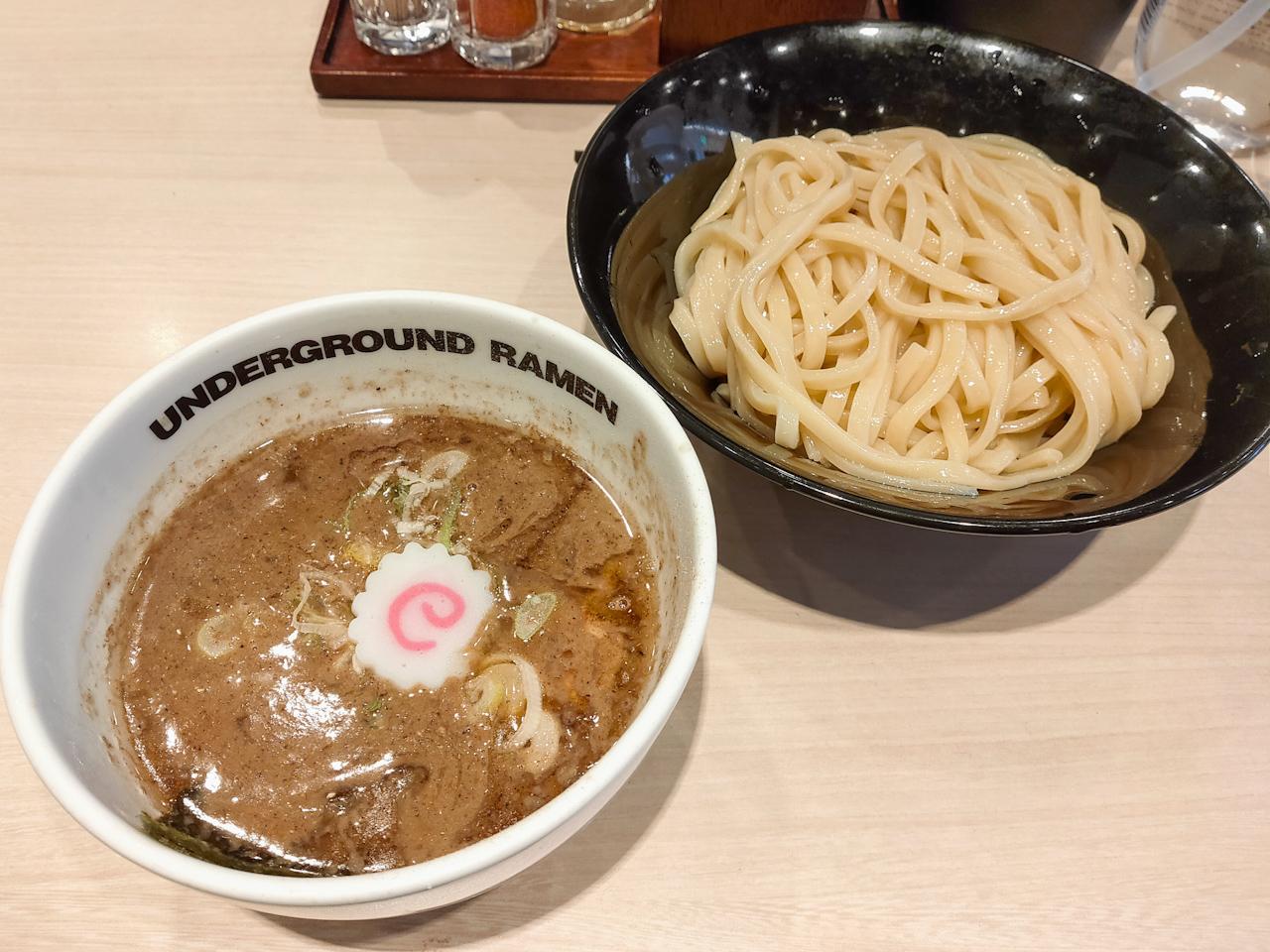 「UNDERGROUND RAMEN 頑者」の「つけ麺 濃厚」(880円)