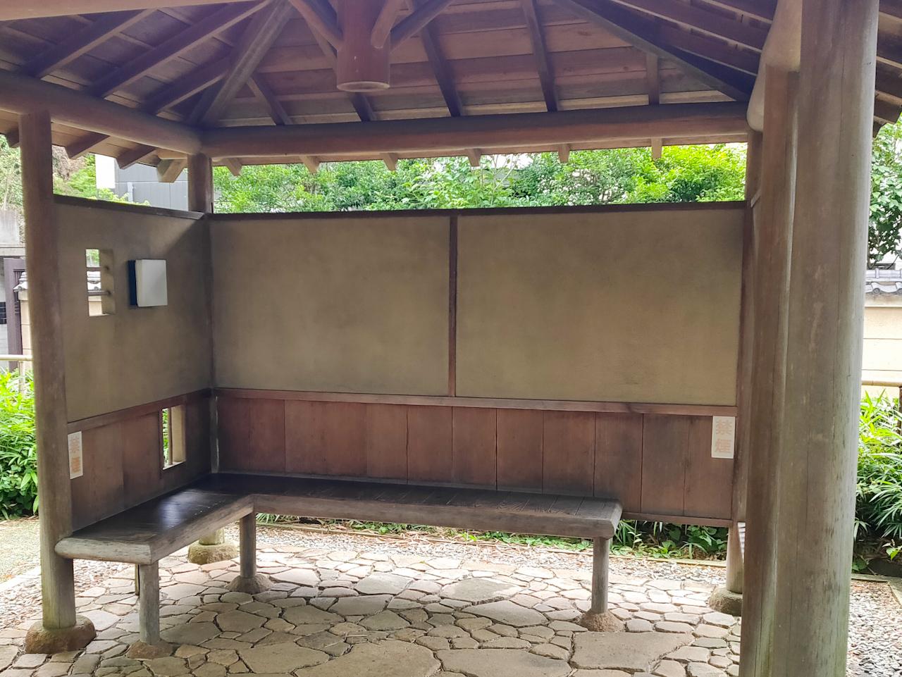 敷地内には休憩できる場所も設置されています