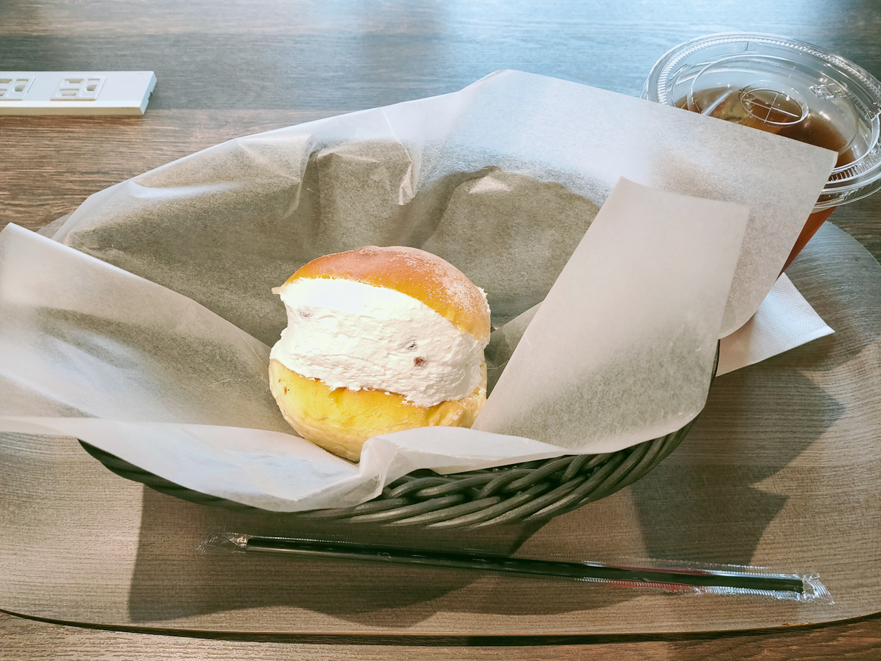 「クリームチーズとクランベリーのマリトッツォ」(206円)と「アイスティー」(286円)