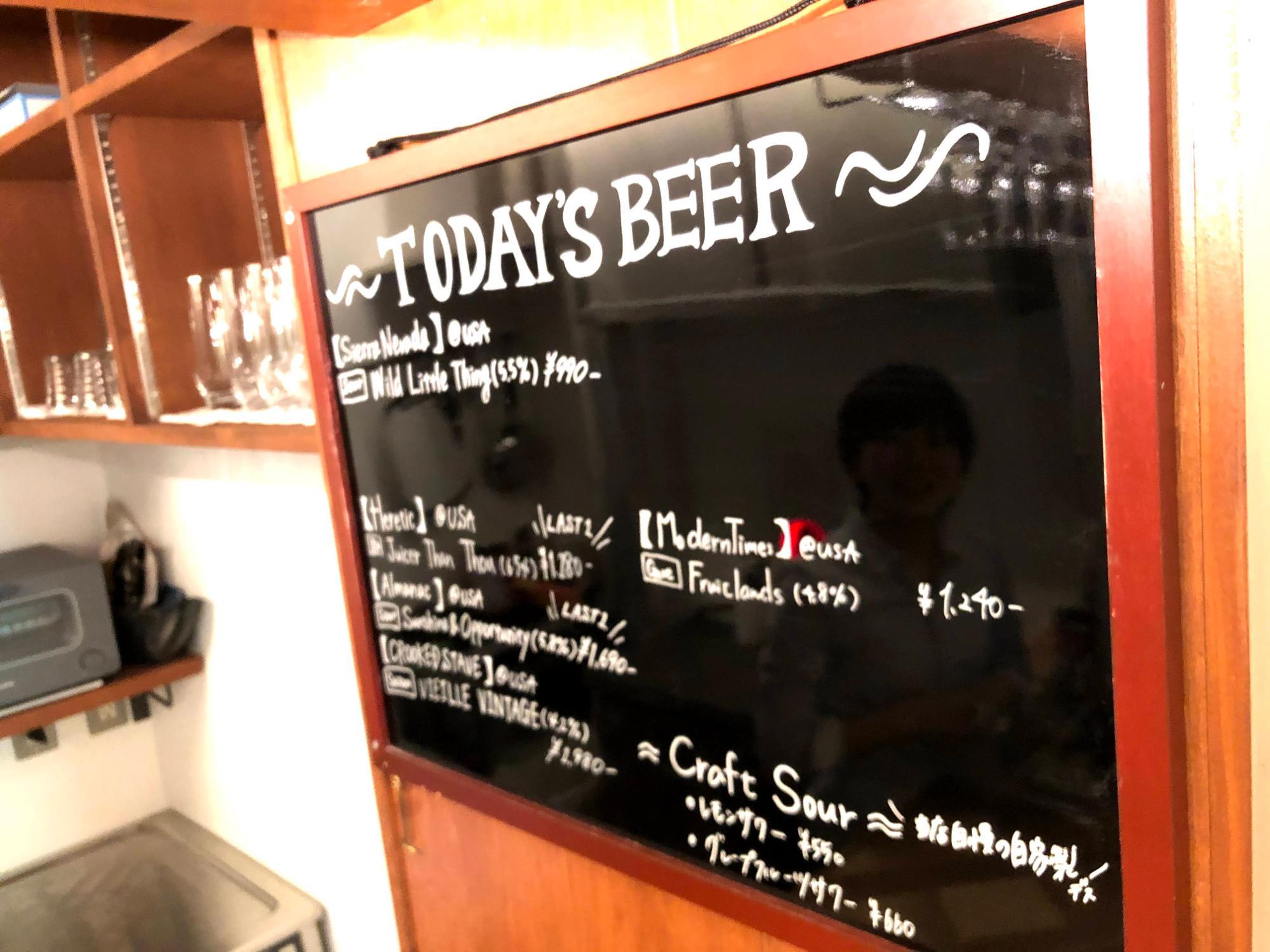 珍しい銘柄の輸入クラフトビールの名前が並ぶ