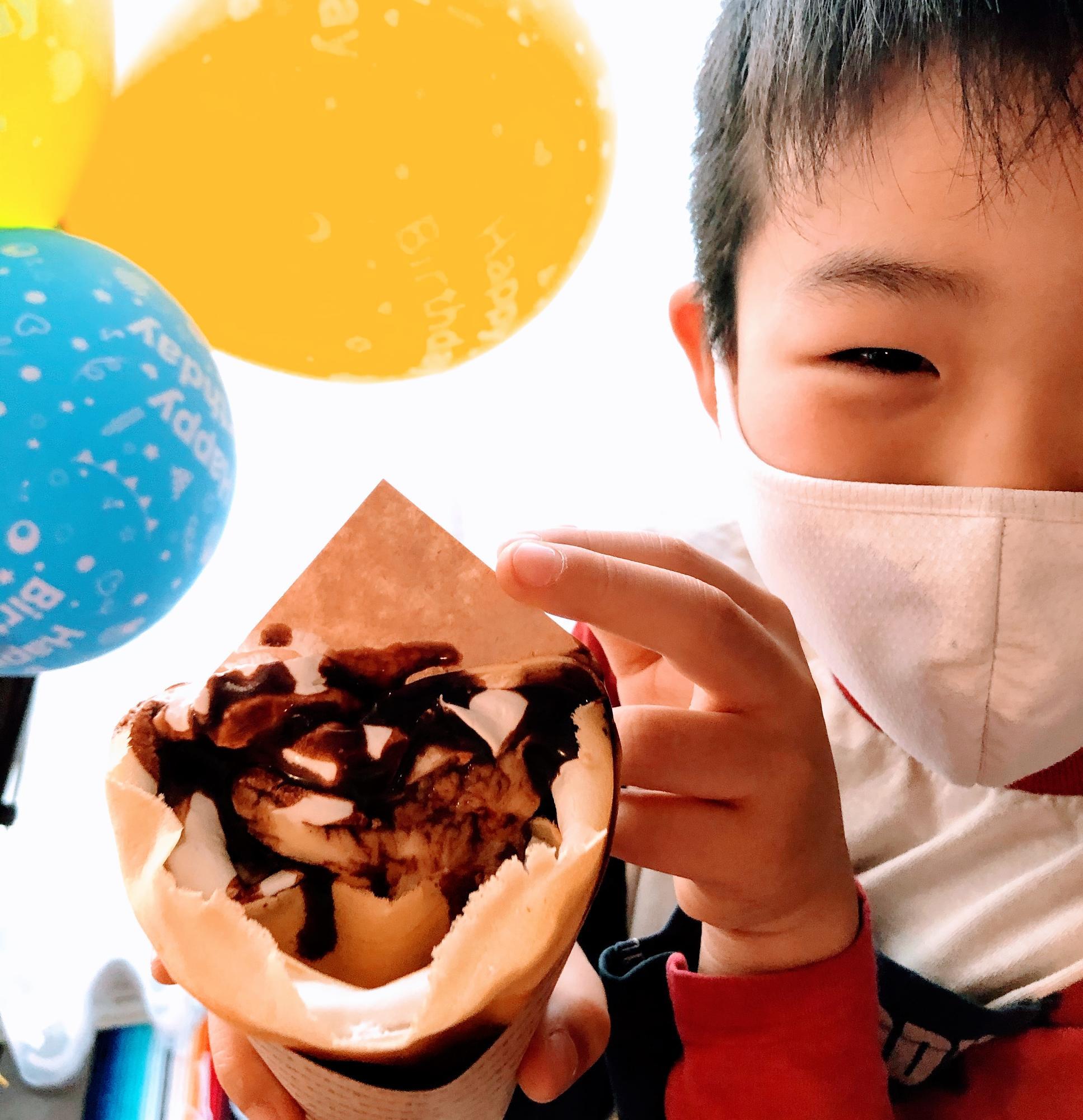米粉の生地で作られたクレープ、チョコバナナカスタードホイップ(通常630円)