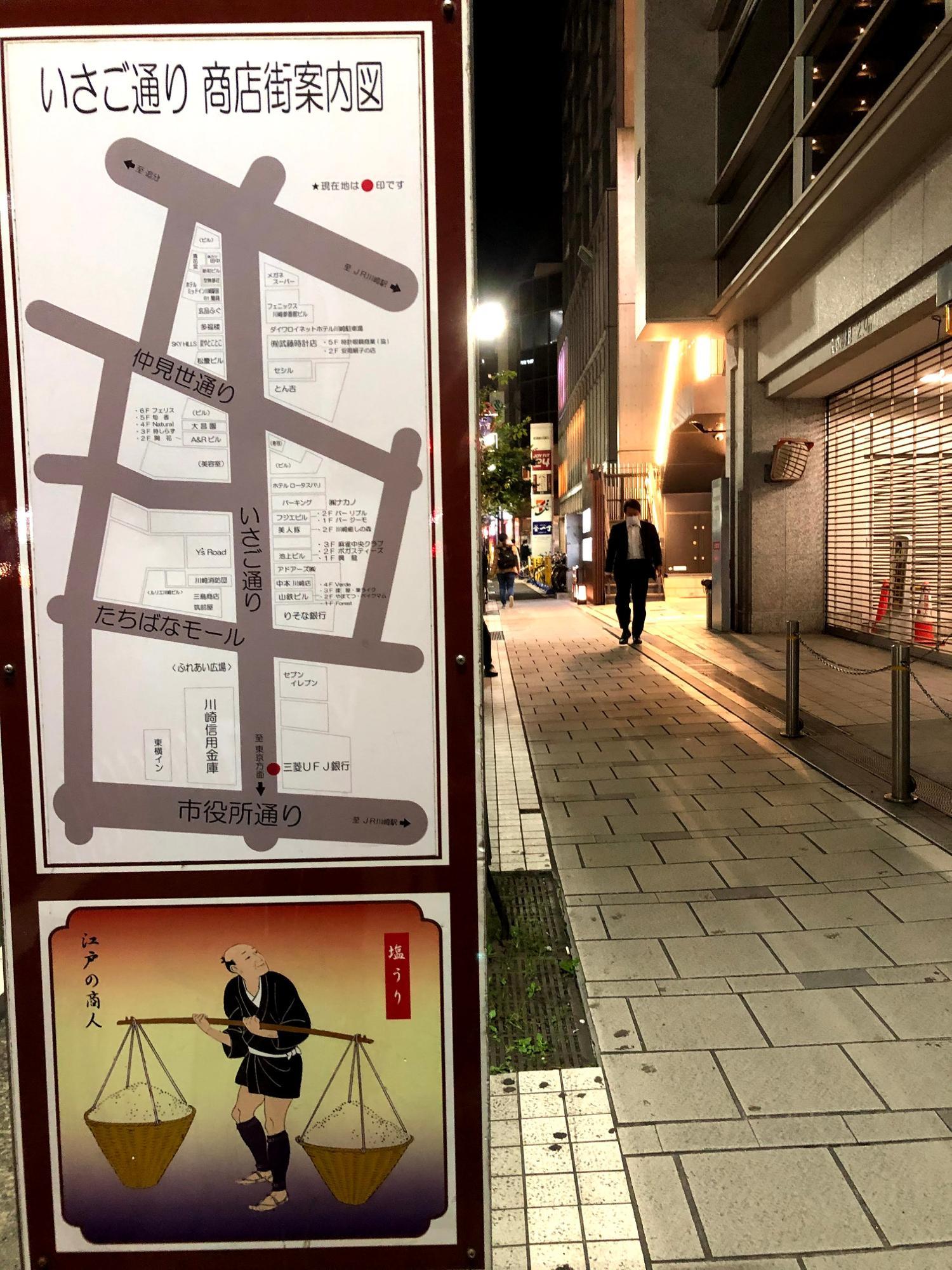 この地図の、三菱UFJ銀行の隣の白いスペースにできたのが新しいビルGEMS、写真奥右側の光ってるところ