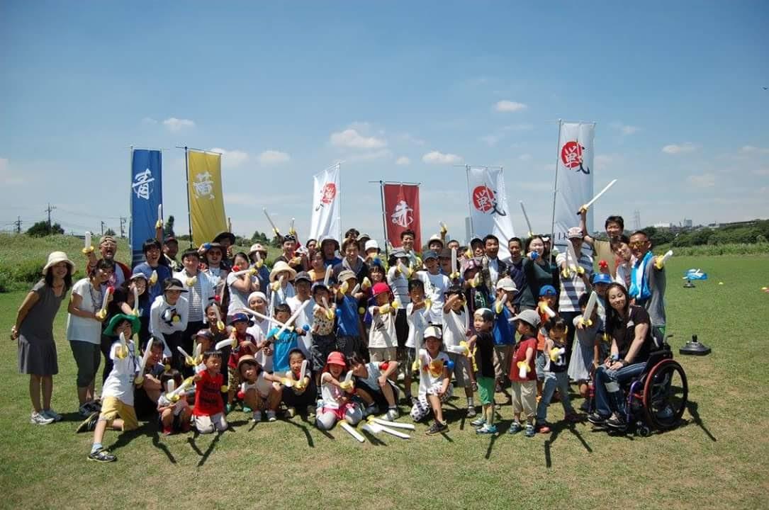 多摩川の土手で子どもも大人も、チャンバラをして盛り上がった