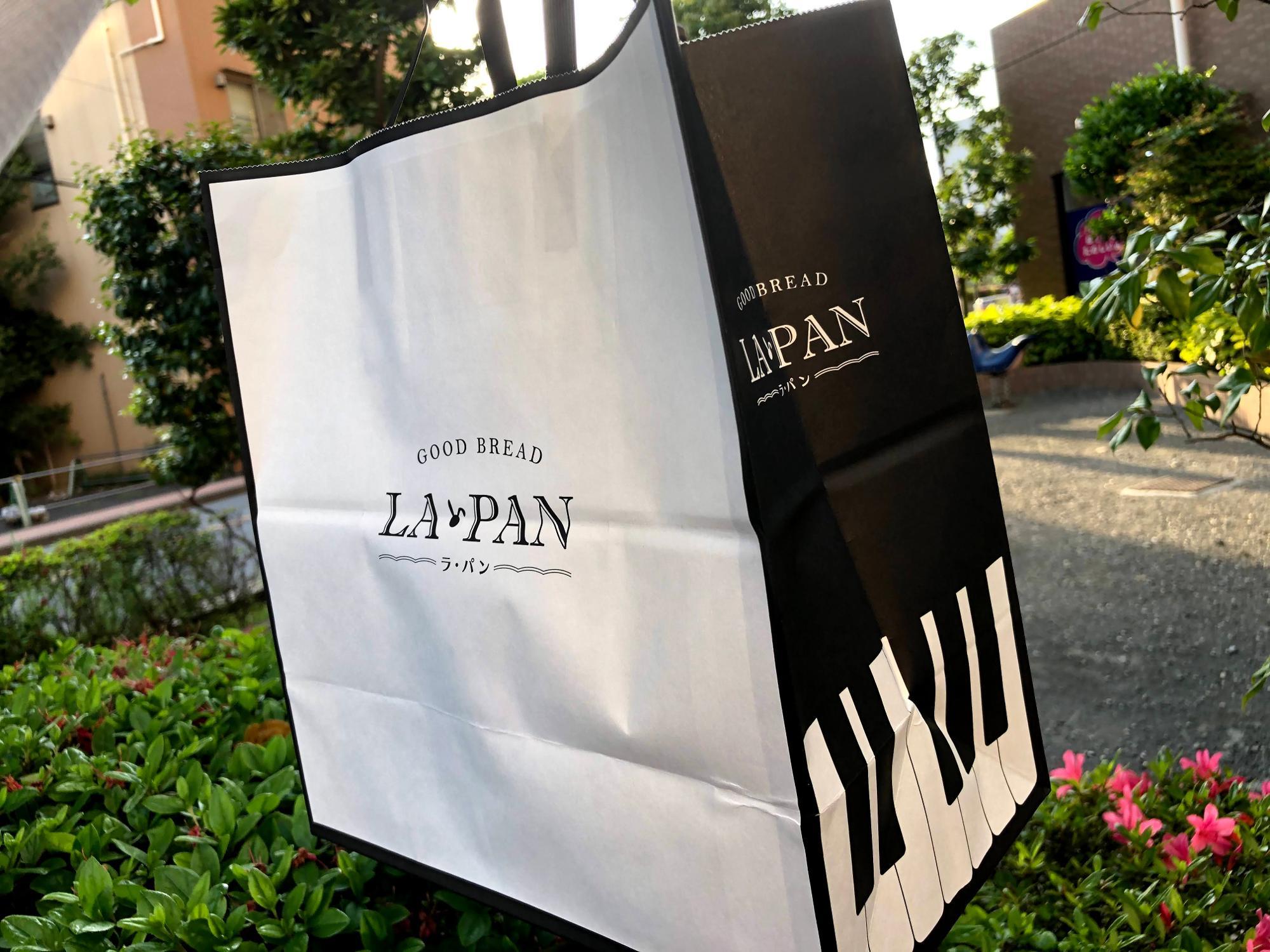 ラ・パンの紙袋はピアノのデザイン