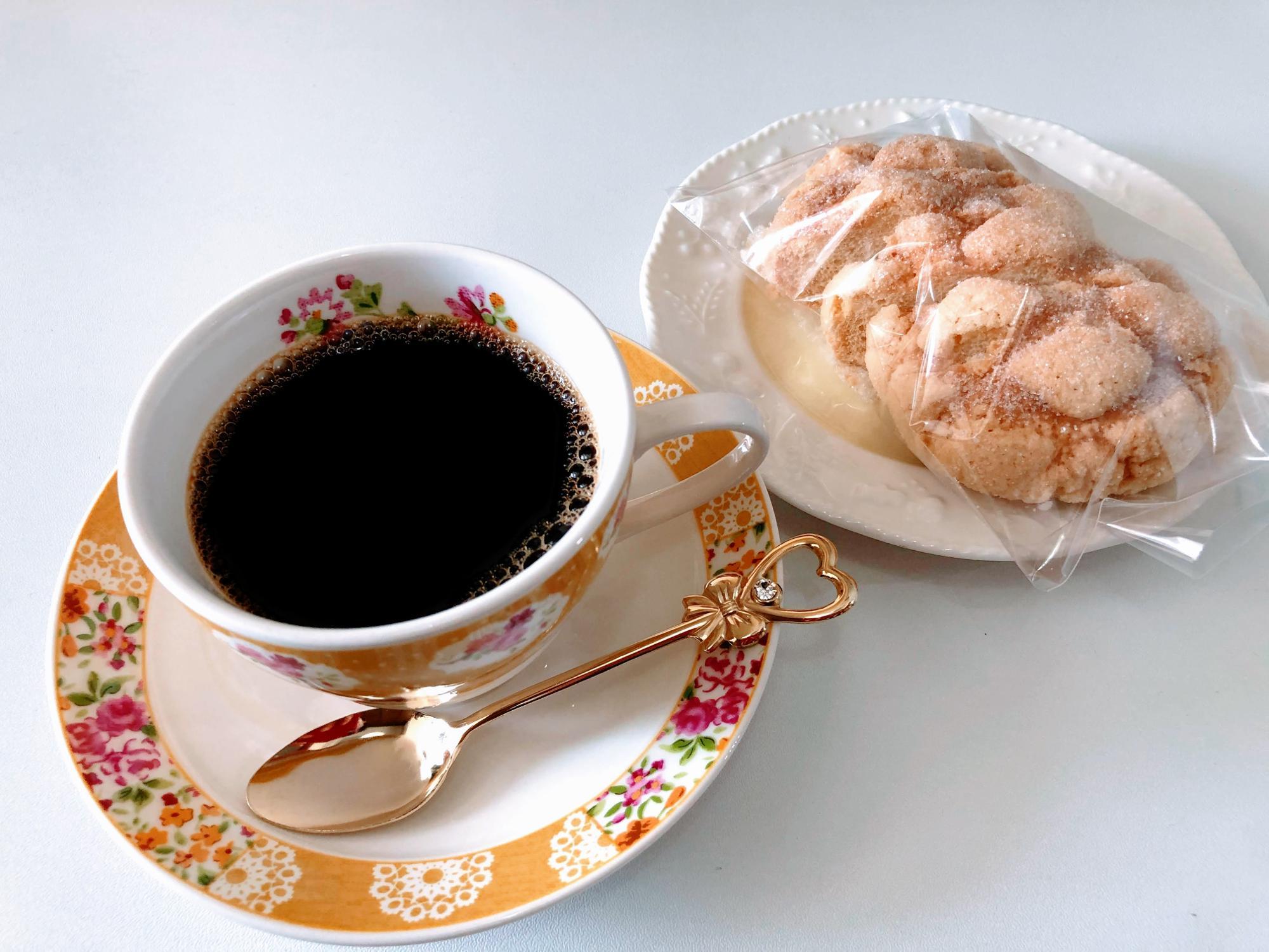 デニムのコーヒーとSHIROMARUのメロンパンラスクは最高に合う
