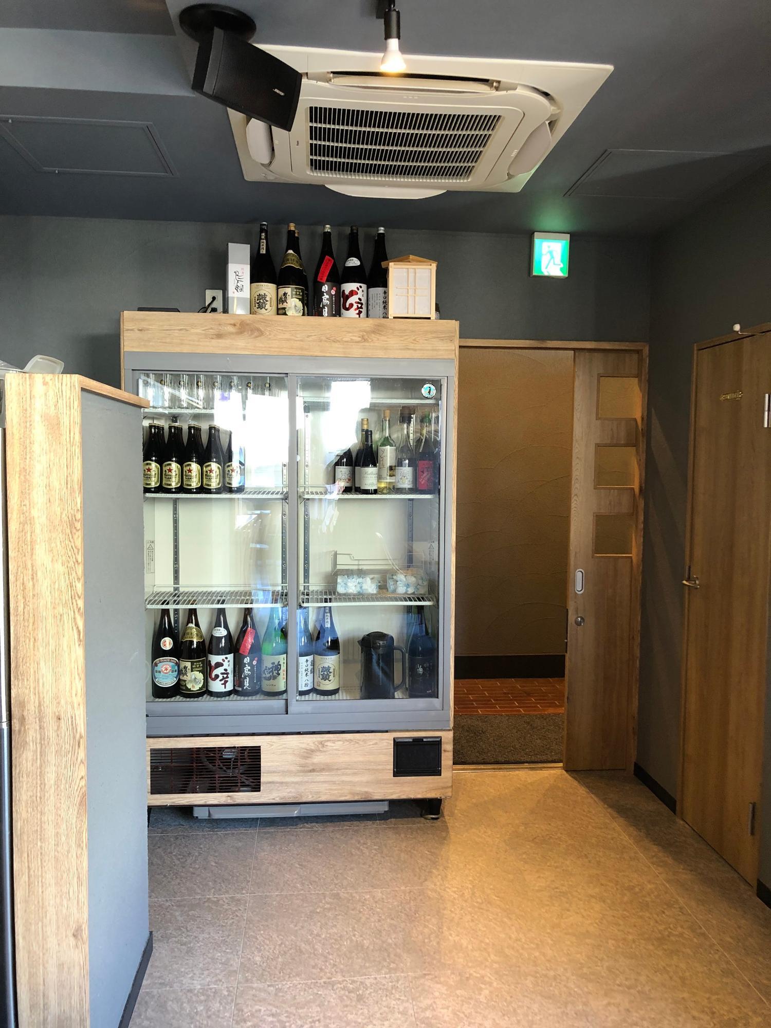 この冷蔵庫の下2段は日本酒がずらりと並ぶ予定という