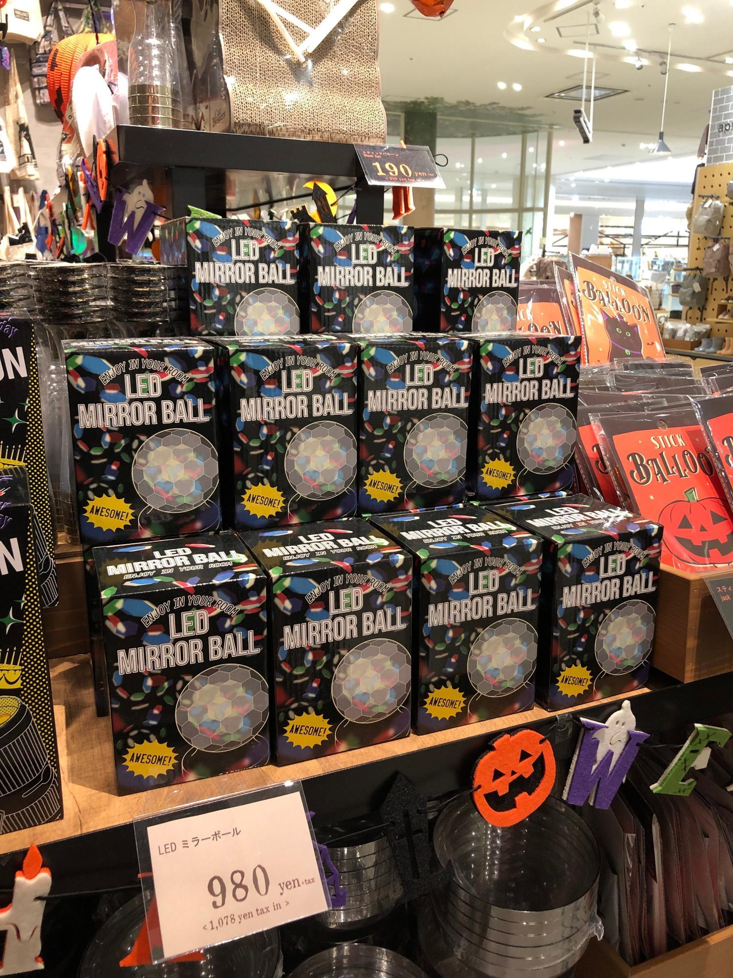 LEDミラーボール(980円)