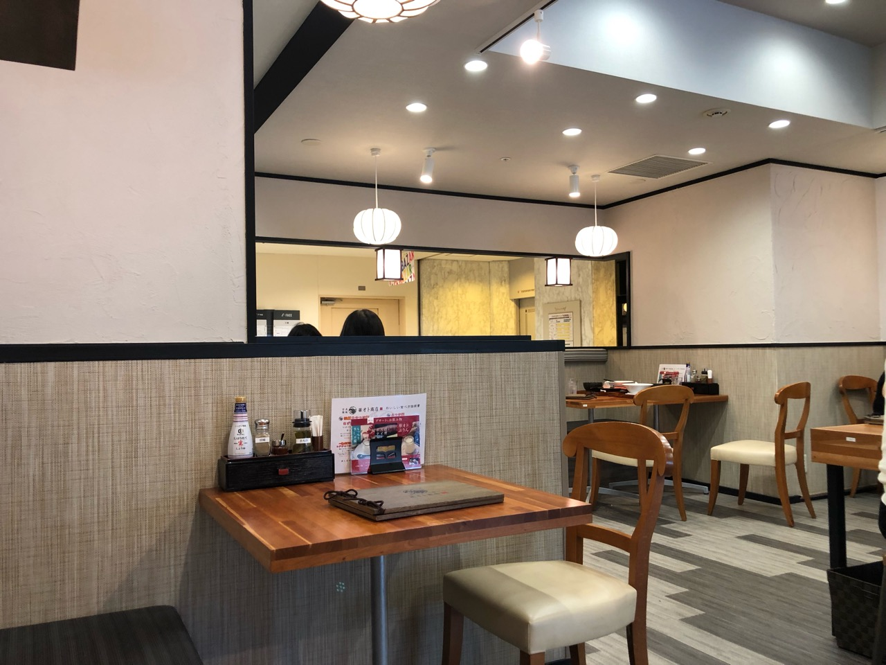 日式麺飯「華オト商店」テーブル席