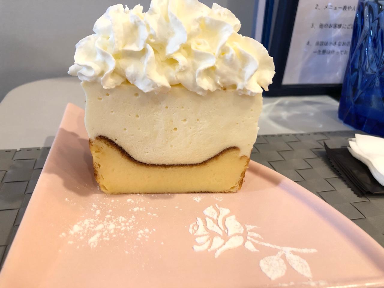 TOYOTA ONE EIGHT COFFEE ROASTER「バスレチーズケーキ」