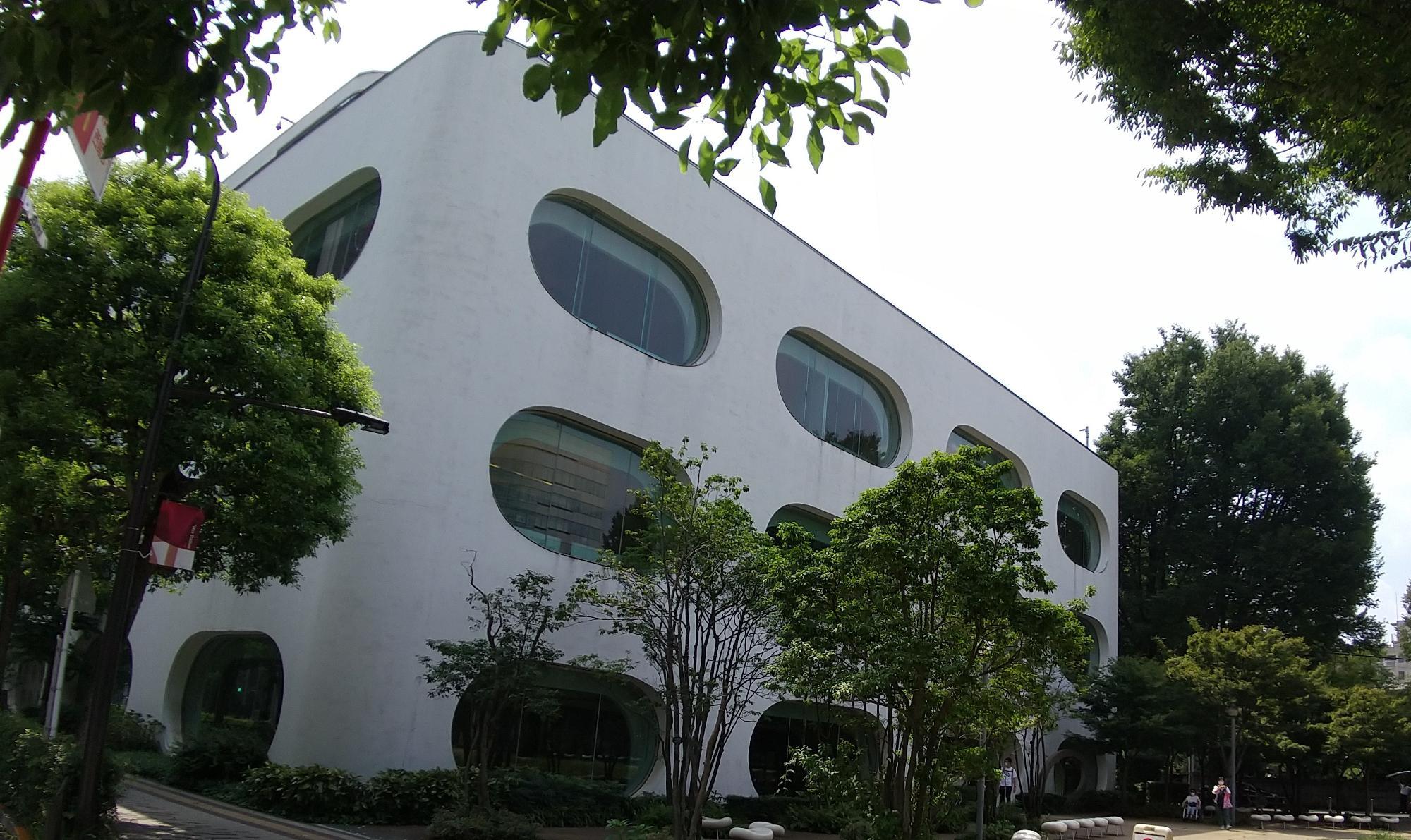 日本の美しい図書館に選ばれたモダン建築。中央線武蔵境駅南口1分