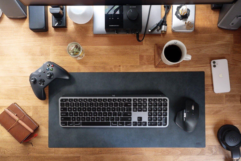 フルサイズキーボードとマウスを置いた状態