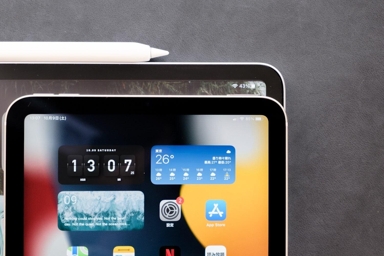 奥: 12.9インチiPad Pro、手前: iPad mini (第6世代)
