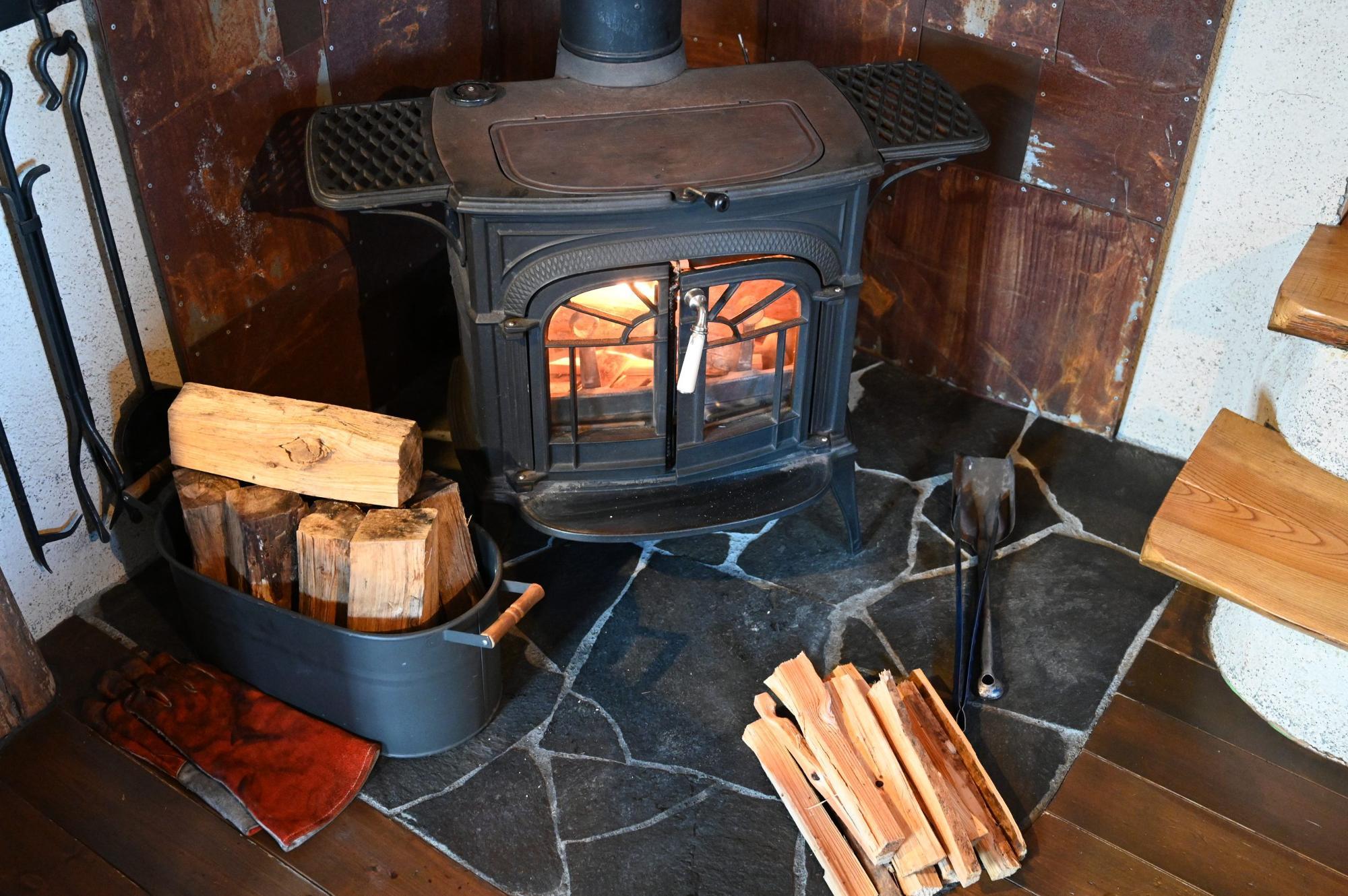 薪ストーブはコテージ泊の醍醐味の1つ