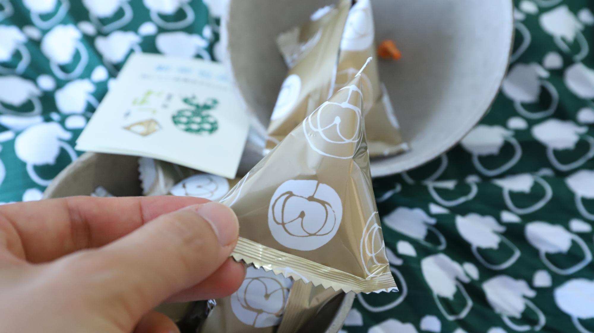うおがし銘茶さんの新茶包み