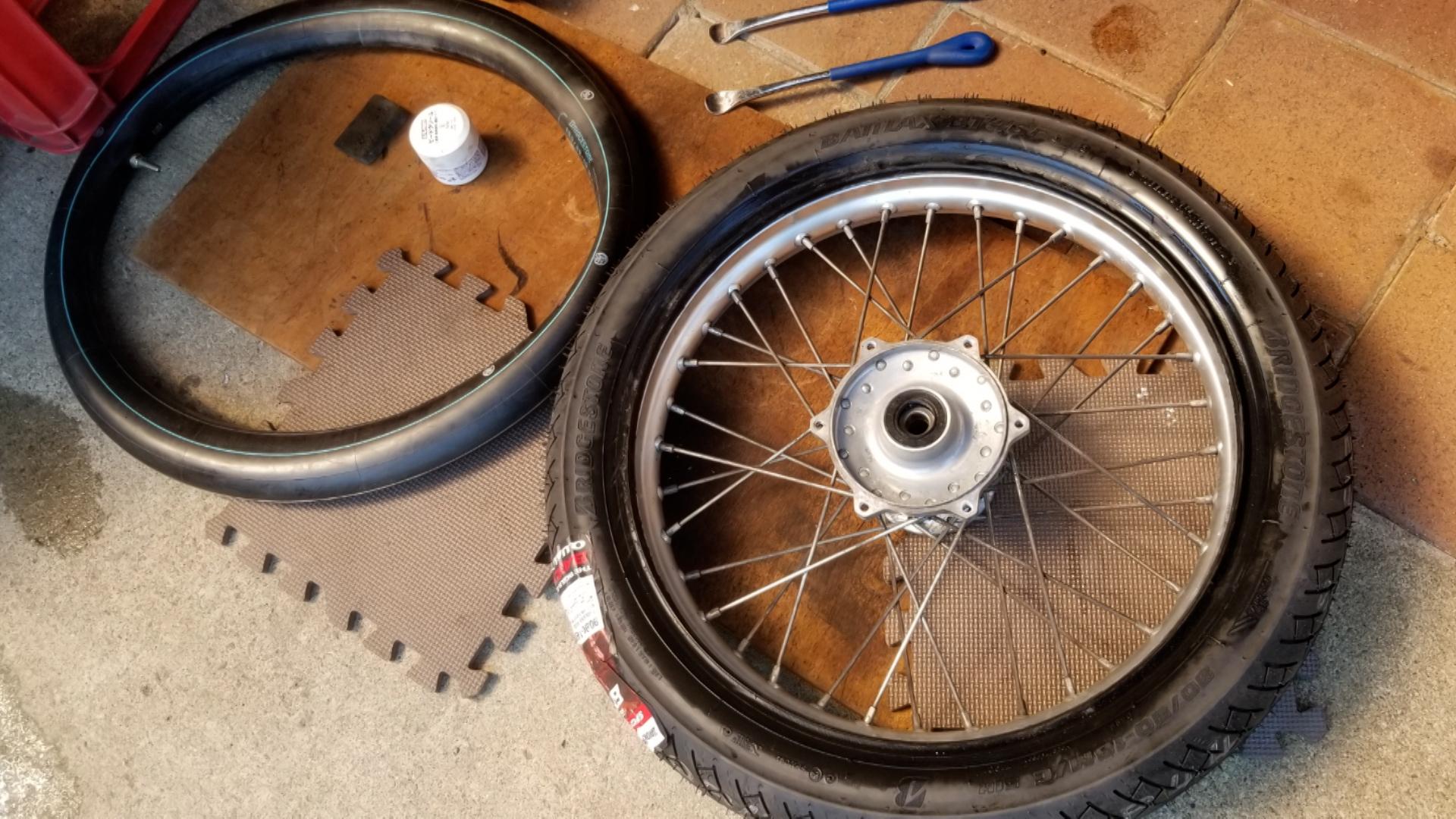 タイヤ交換が腰に来る年齢になってしまいました
