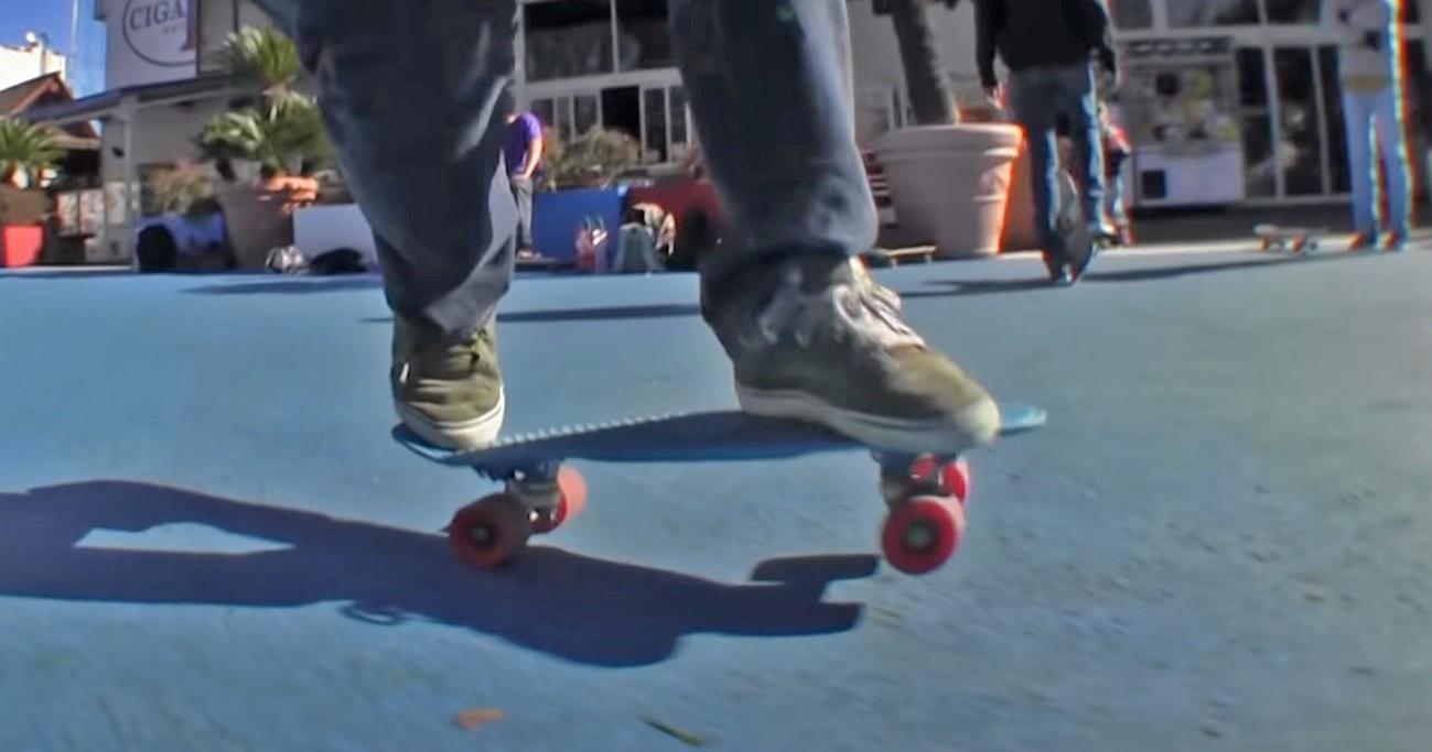 クルージング(街乗り)に特化したペニーと呼ばれるスケートボード音が静か、コンパクトという特徴あり