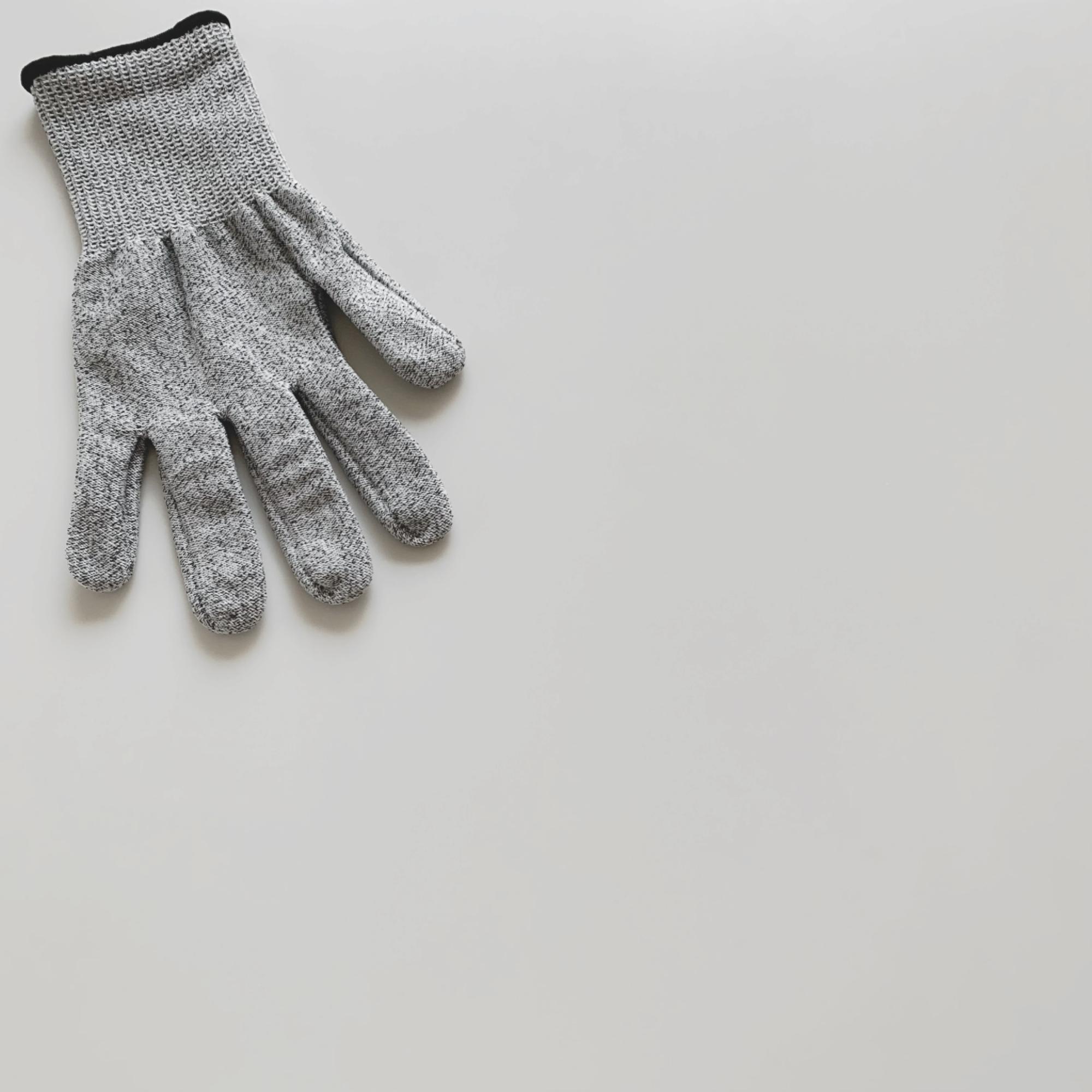 セリアで販売されている防刃手袋。