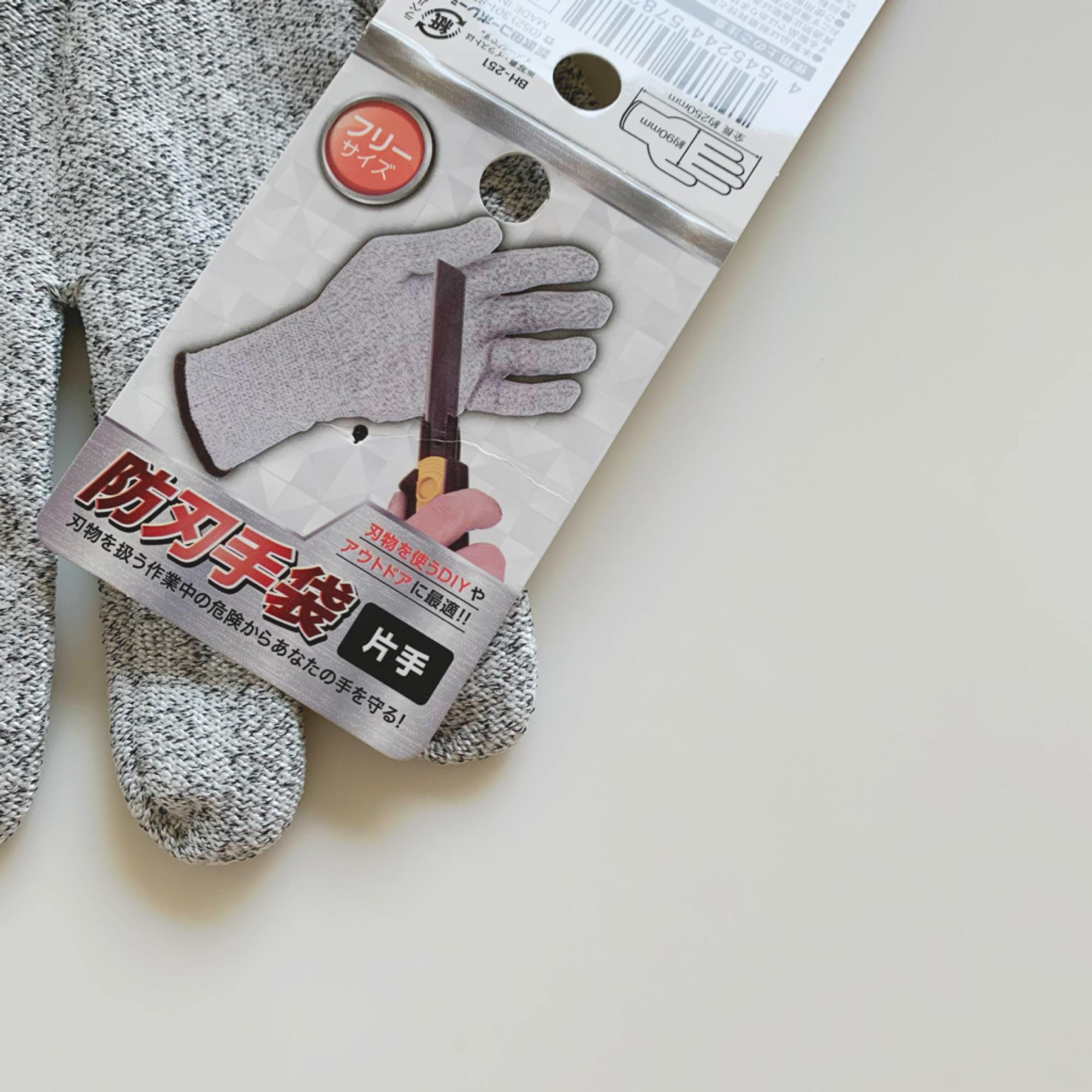 防刃手袋のタグ。