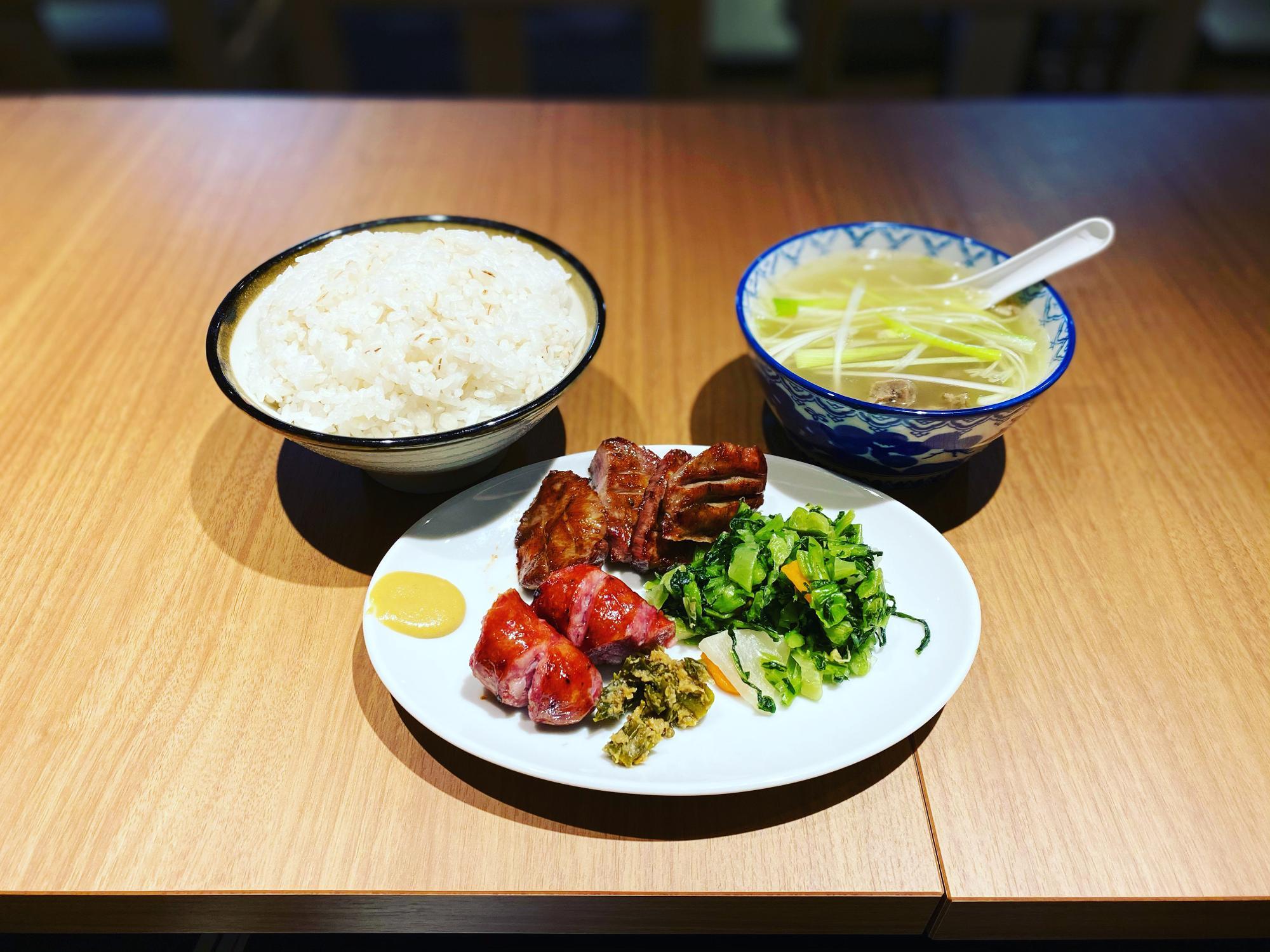 牛タン定食『ランチ(牛タン2枚、牛タンソーセージ)麦めし大盛り』
