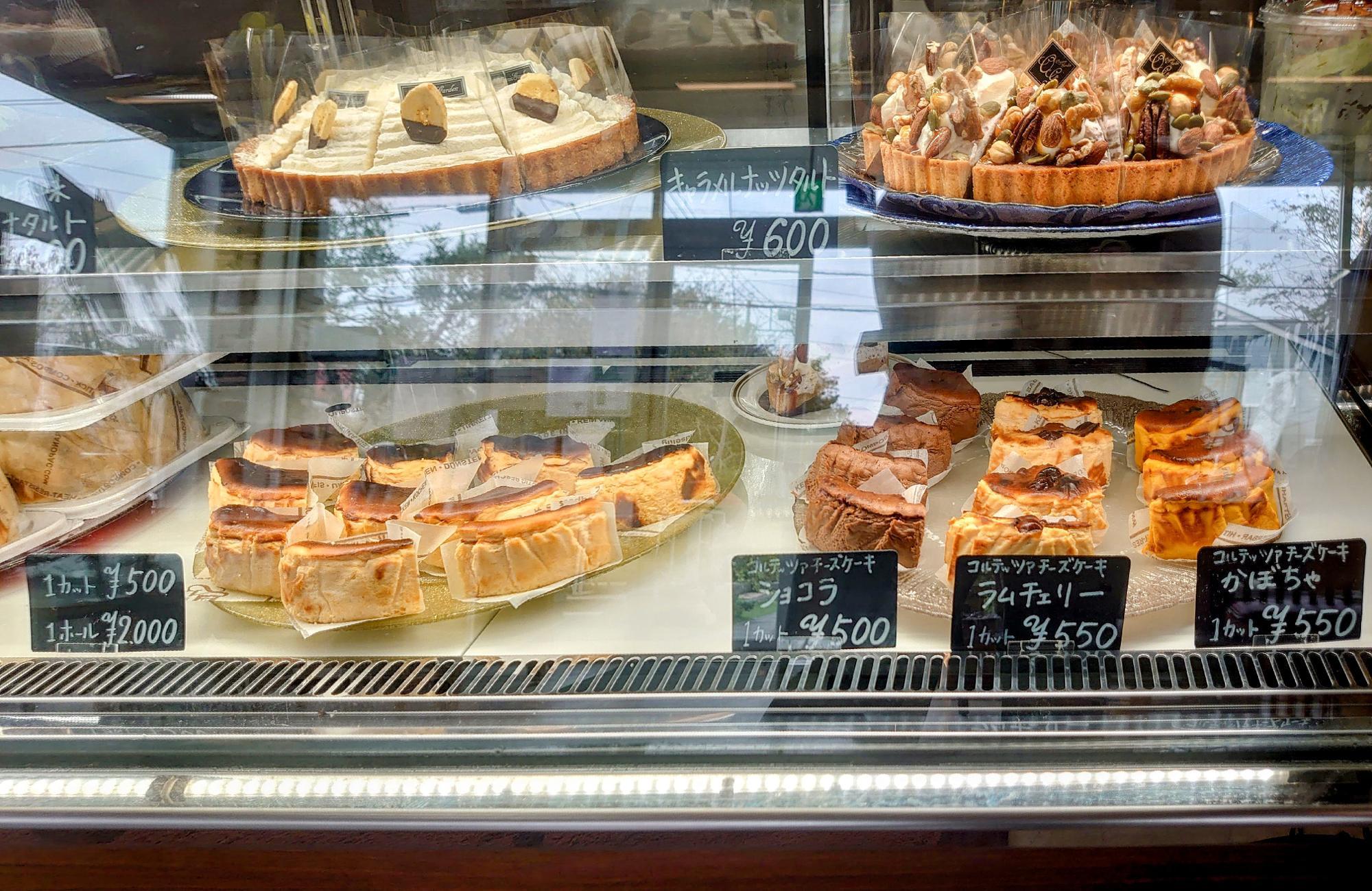 オリジナルケーキ『Tarta de Queso Corteza(コルテッツァチーズケーキ)』はオンラインでも販売しています。