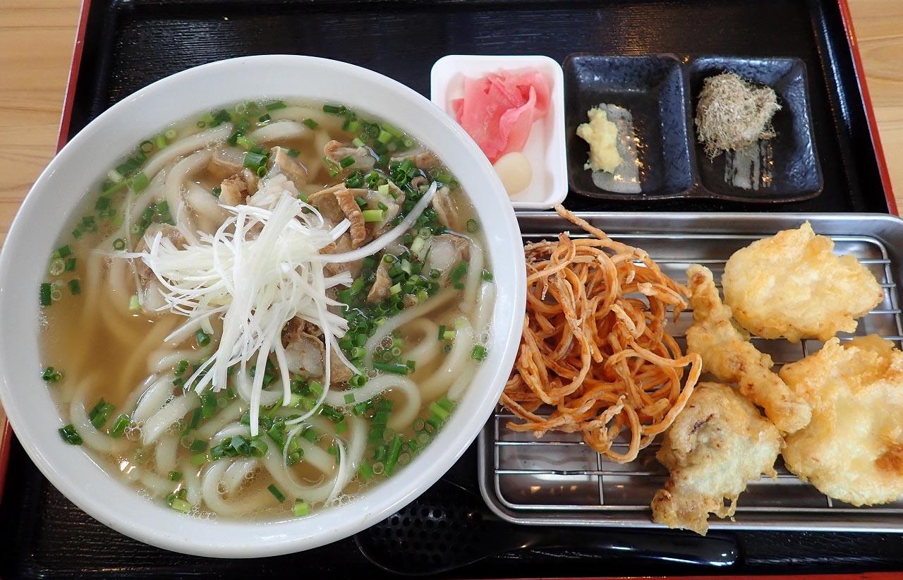 肉天は鶏の天ぷら。これは贅沢で美味しい昼食です