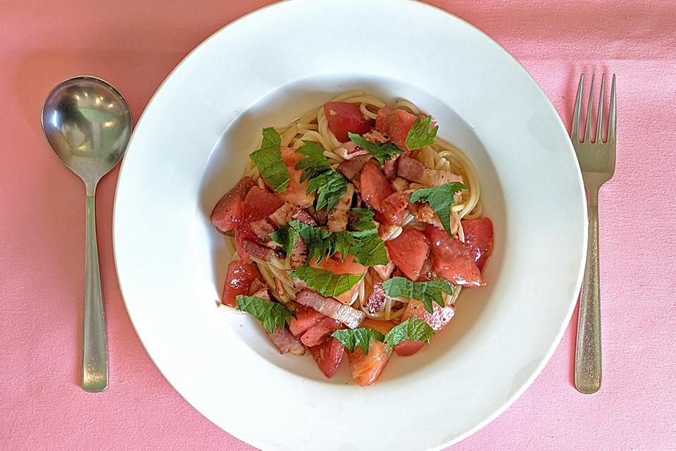 「冷製 トマトと大葉のオリーブオイルソース」がランチメニューに入っていないとき、土日祝日、ディナータイムは単品で1210円(税込)