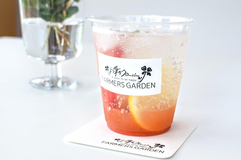 レモネードならぬ「モモネード」は爽やかな味わい。648円。