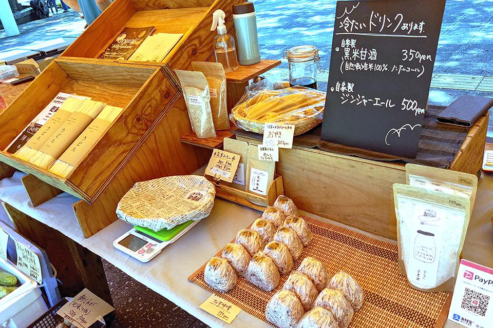 おむすびや冷たいドリンクを販売している「秀ちゃん楽農園」は喜多方市からの出店。