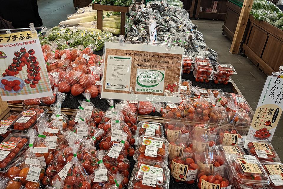 いろいろな大きさのトマト。地物だから甘くて美味しい。