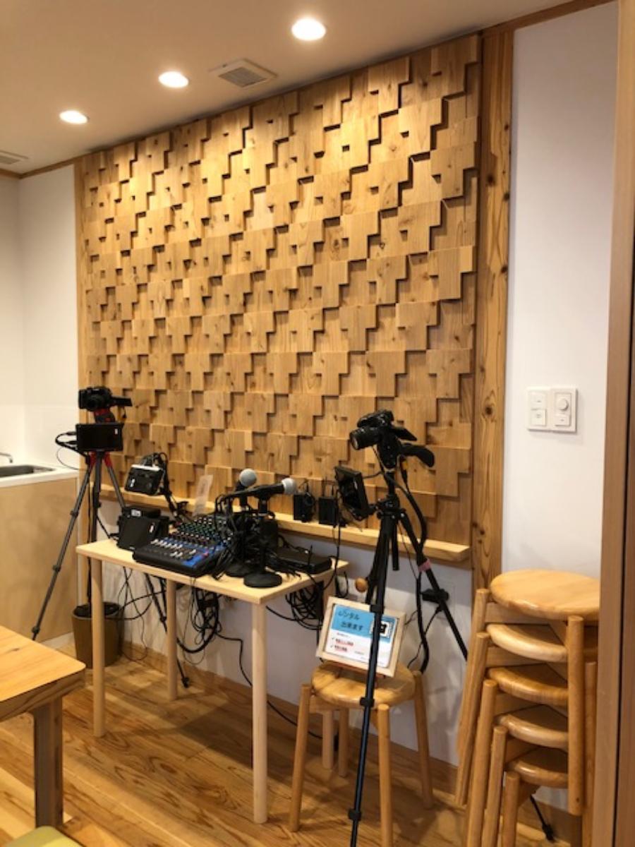 動画撮影・配信用機材が充実。お店に来るだけで配信できるんです。