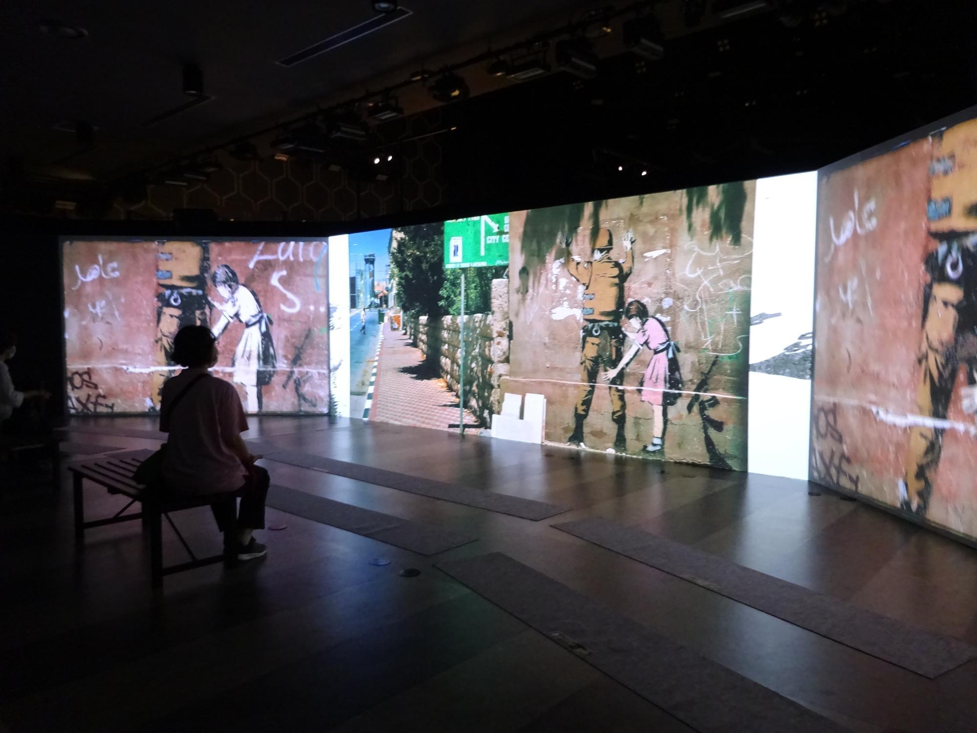 3面スクリーンを使ったパノラマ的インスタレーション
