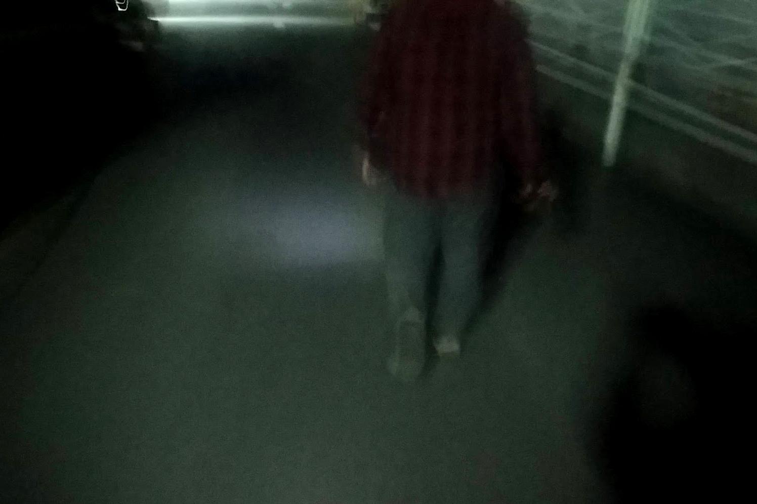 後ろからも、前方を照らすライトが見えます。後ろからみても人がいることがよくわかります