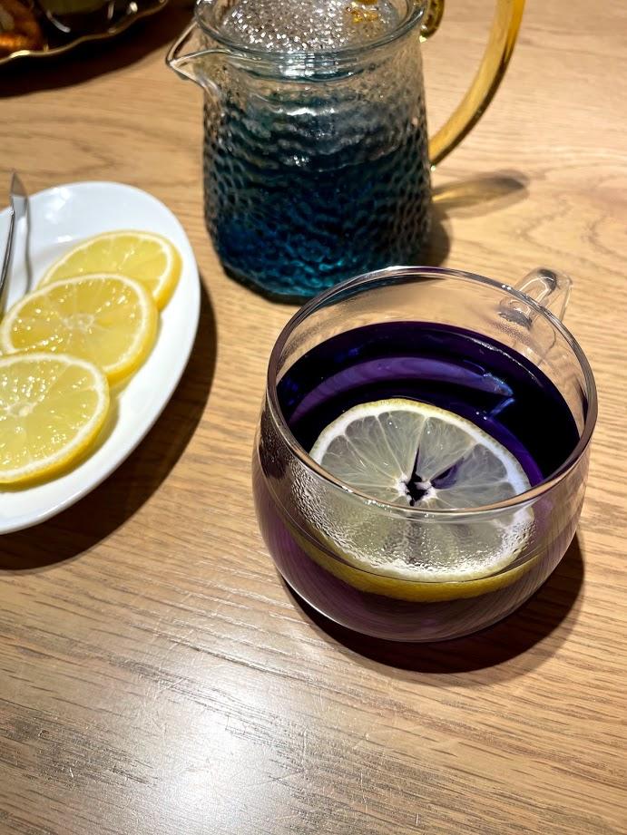 ブルーバタフライピーティーは綺麗な紫色に変化