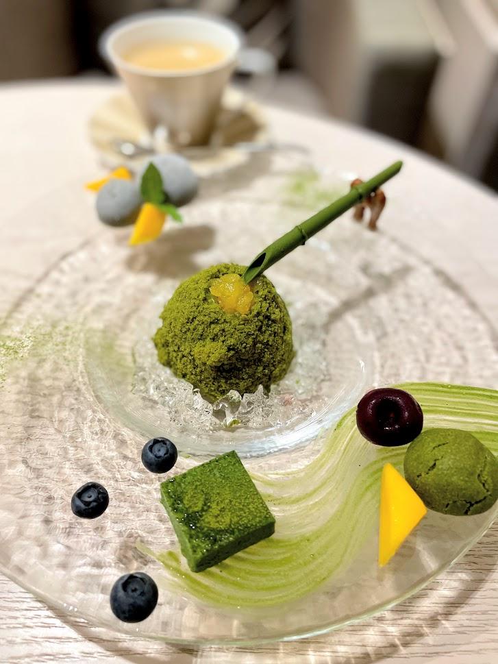 季節限定の抹茶の和スイーツ「京の夏、抹茶の涼」1452円(税込)を楽しみにうかがいました。こちらも絶品!
