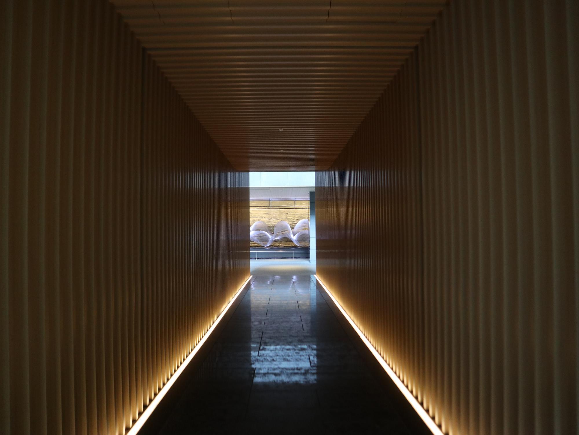回廊をぬけると、、、