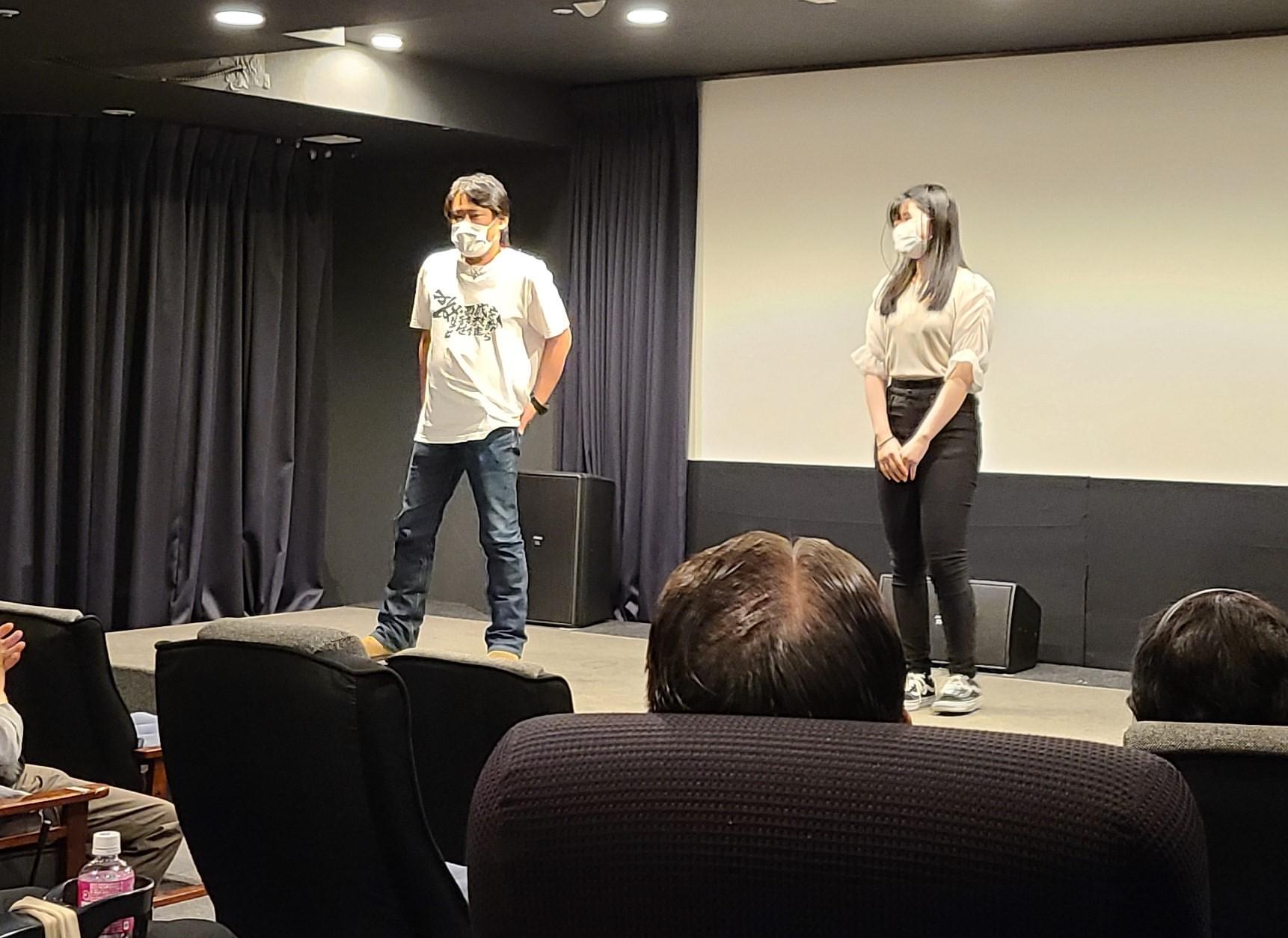 試写会であいさつする川本貴弘監督とさくら若菜さん