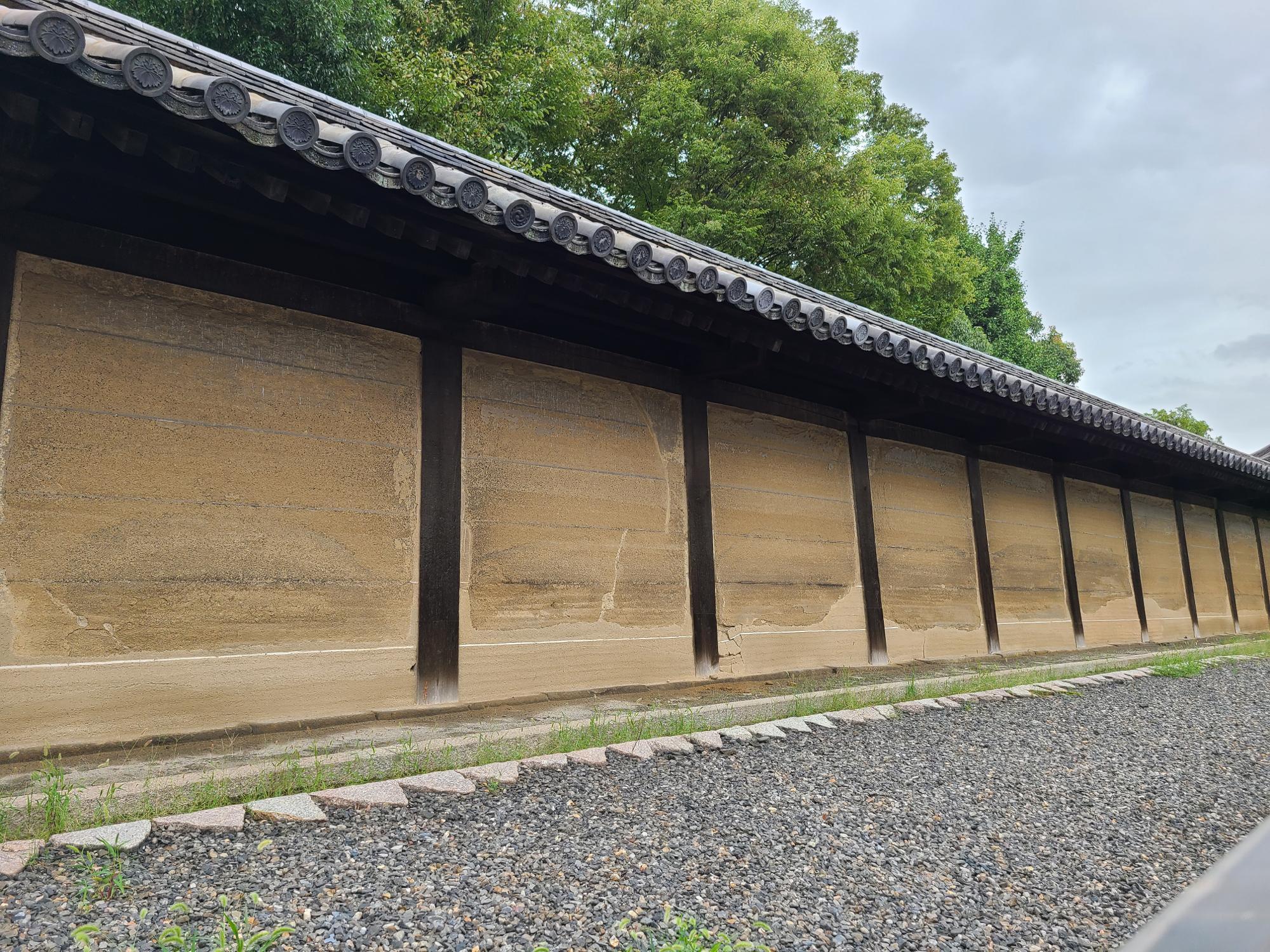 三十三間堂の南門にある太閤塀