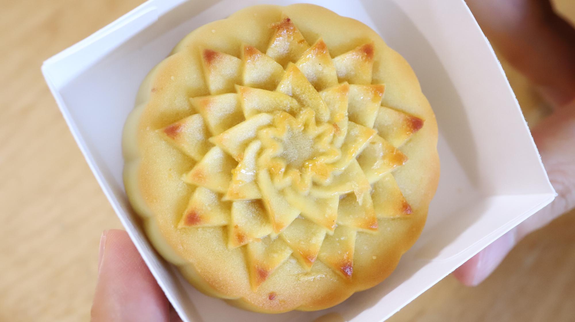 パイナップルムーンケーキ
