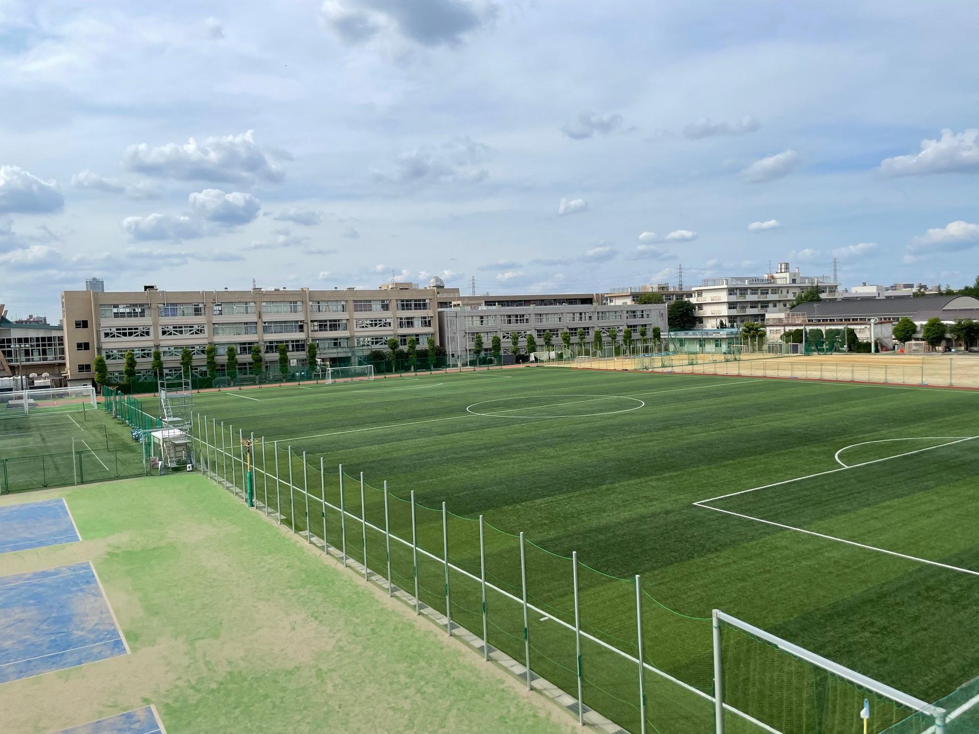 2017年には、グラウンドが埼玉県内公立高校初の人工芝化された