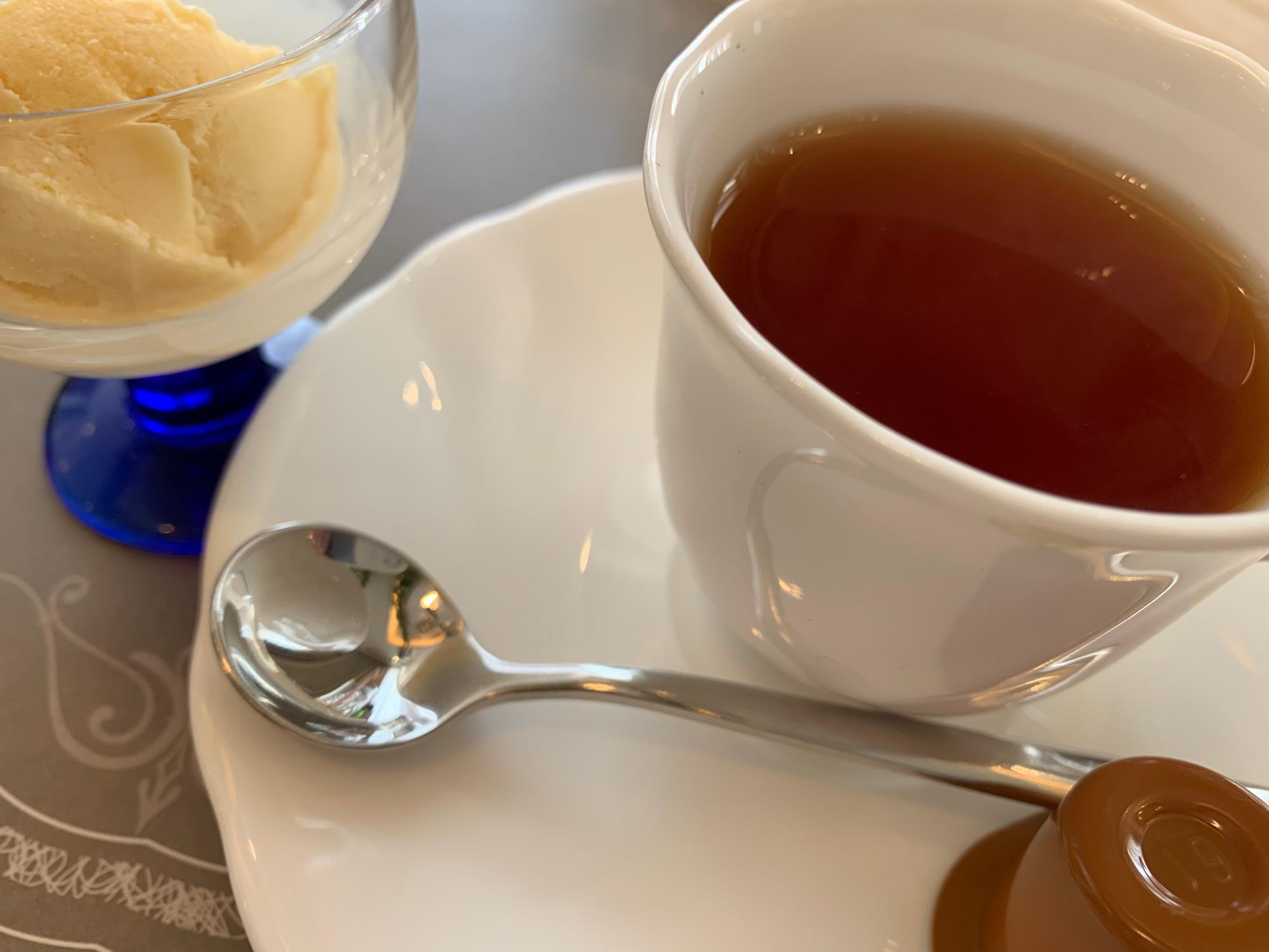 無農薬の紅茶とライチシャーベット