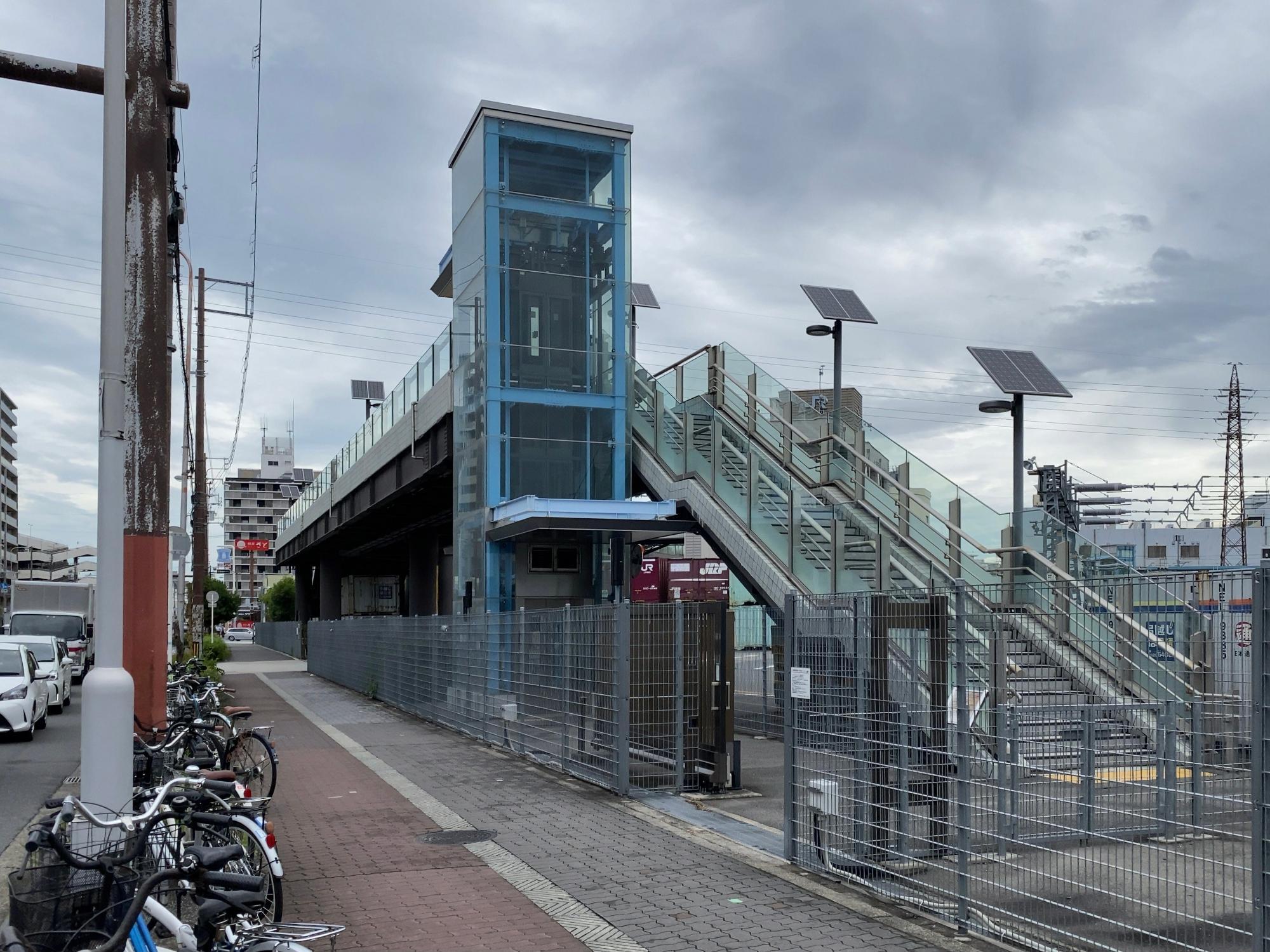 百済貨物ターミナル立体横断施設エレベーター・階段