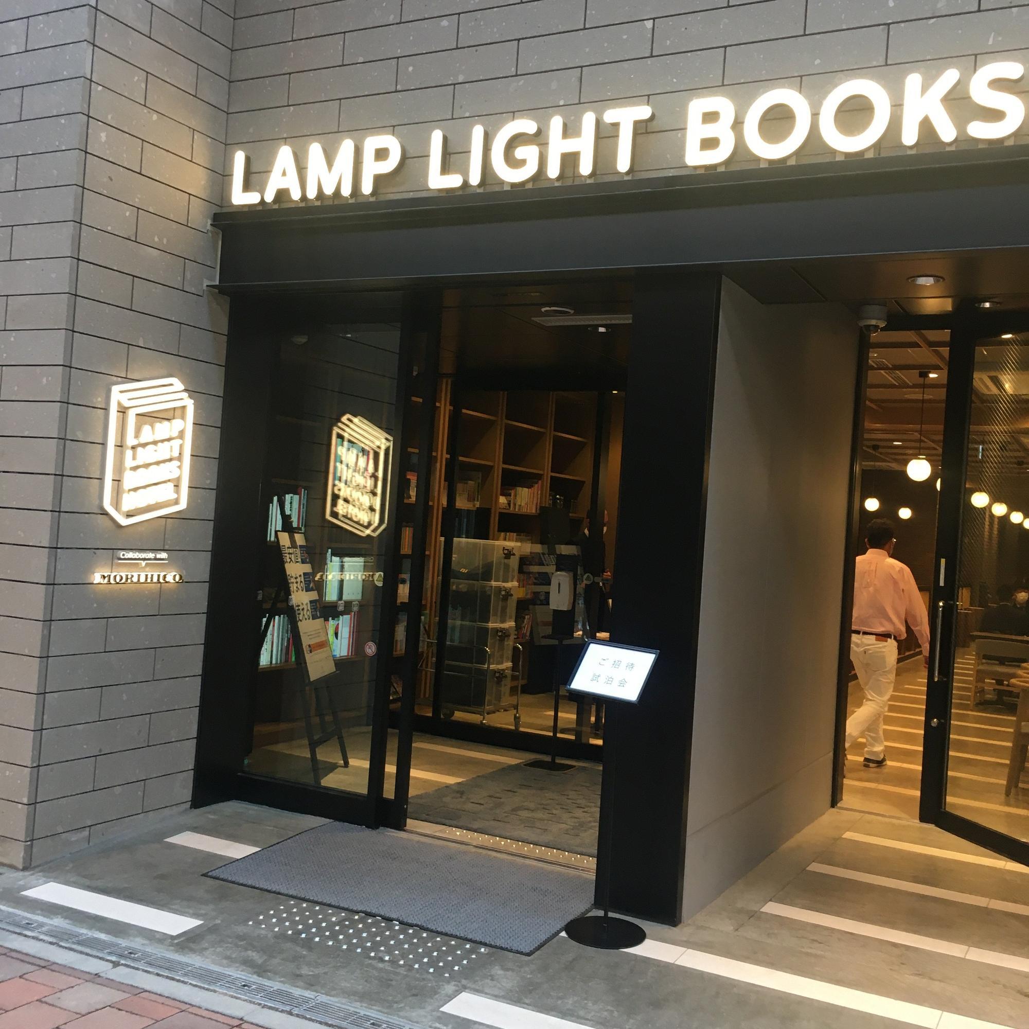 本の形をしたロゴがかわいい! 後ほどご紹介しますが、1階のブックカフェでは「MORIHICO.」のコーヒーが飲めるんですよ