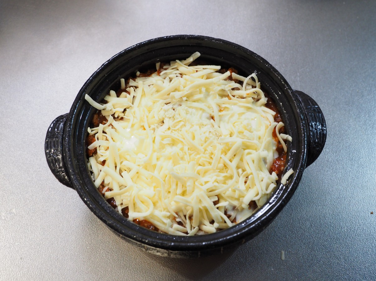 3段目のチーズは多めにし、チーズでフタをします。