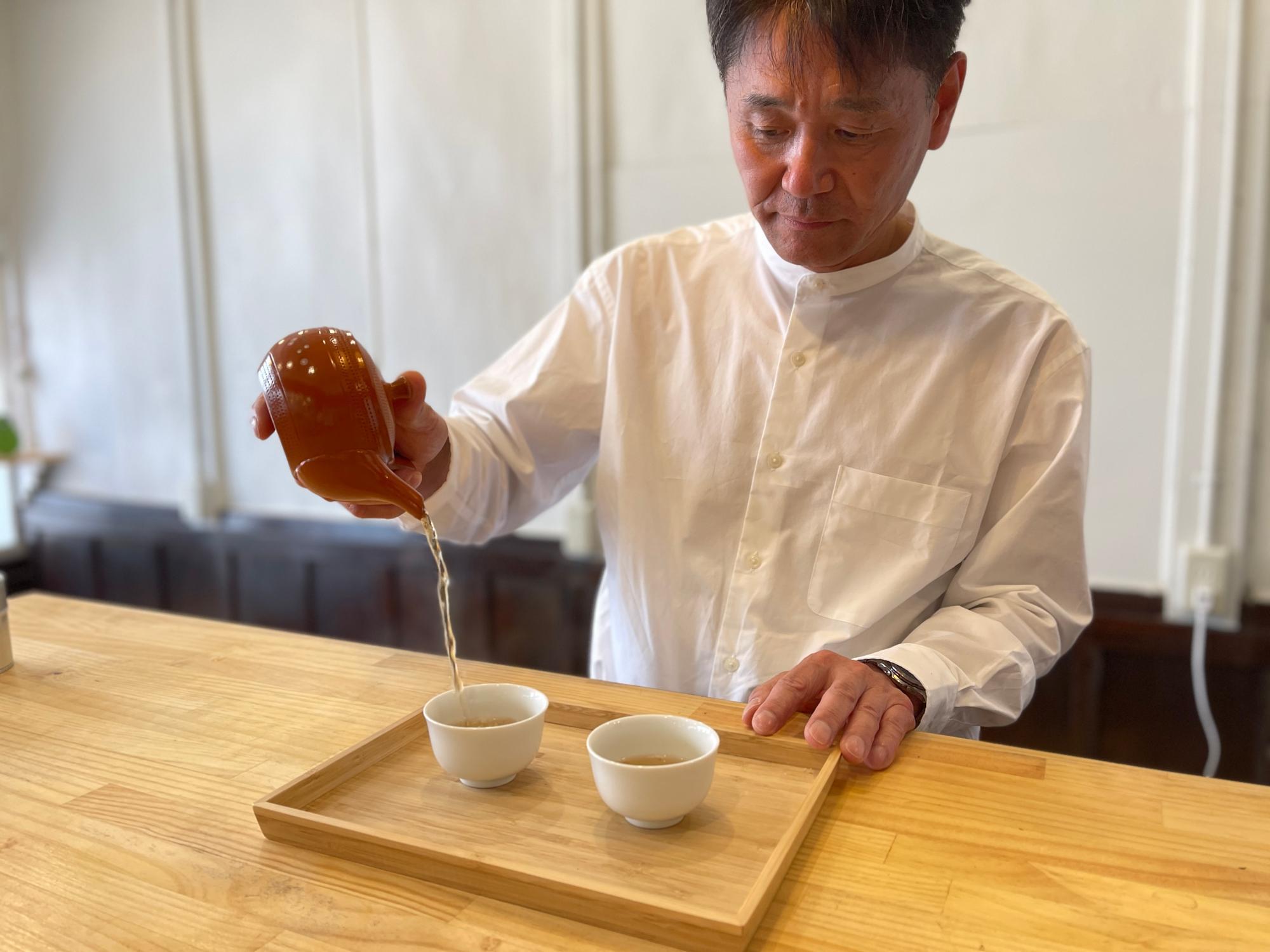 茶商である赤堀商店の赤堀 浩司 氏自らお茶を入れてくれました。