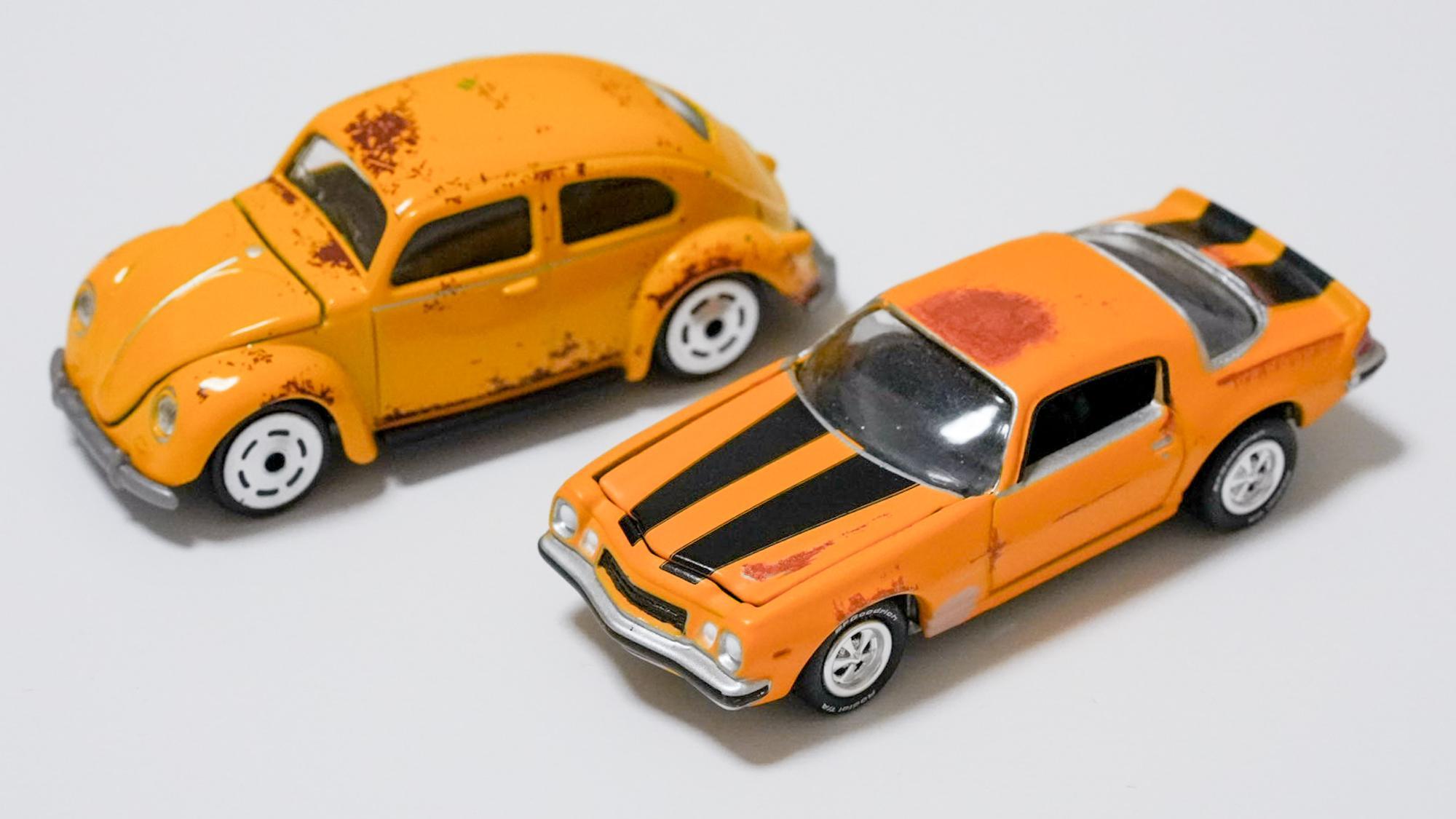 左から「バンブルビー カー オート」(DICKIE TOYS)、シボレー・カマロ 1977(Johnny Lightning)