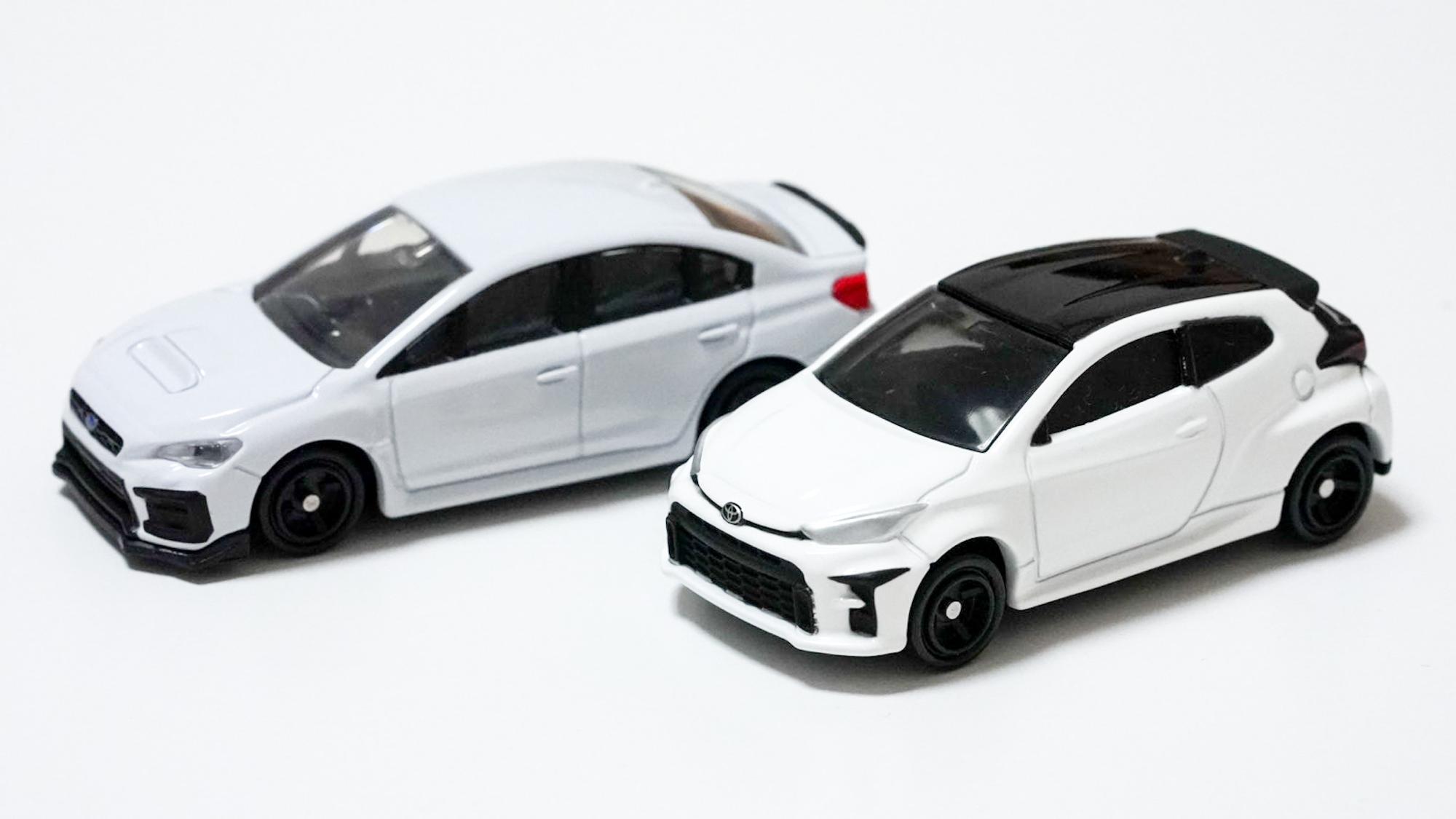 わりと最近のお気に入りはこちらの2台。同じホワイトでもWRXはややくすんだホワイトですね