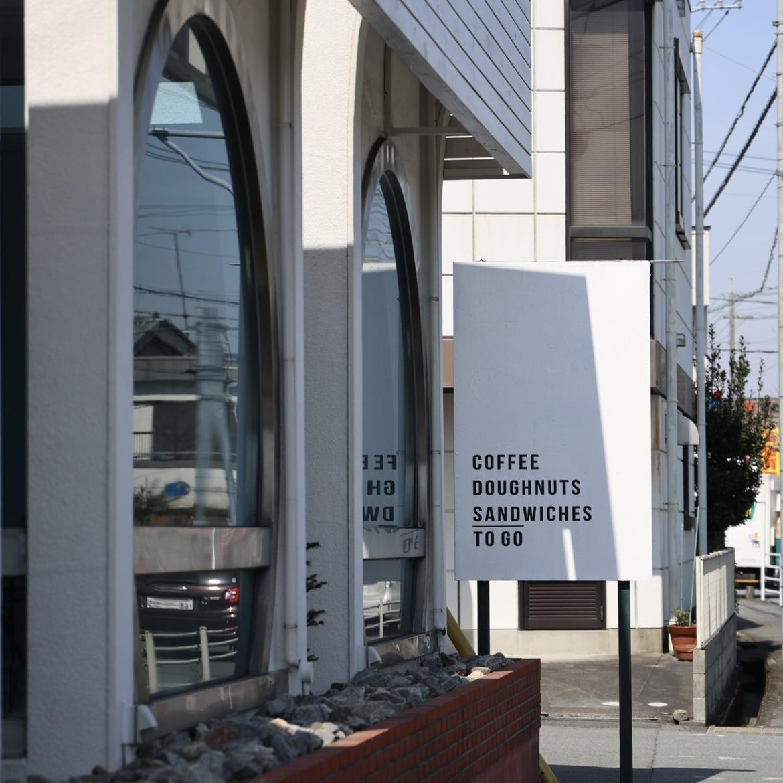 住宅街に突如として現れるカッコよろしなお店。